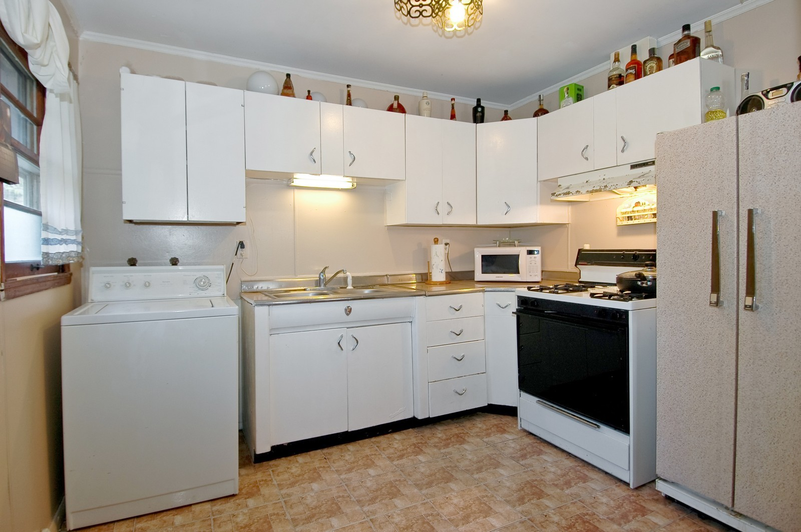 Real Estate Photography - 446 Margaret Ter, Cary, IL, 60013 - Kitchen