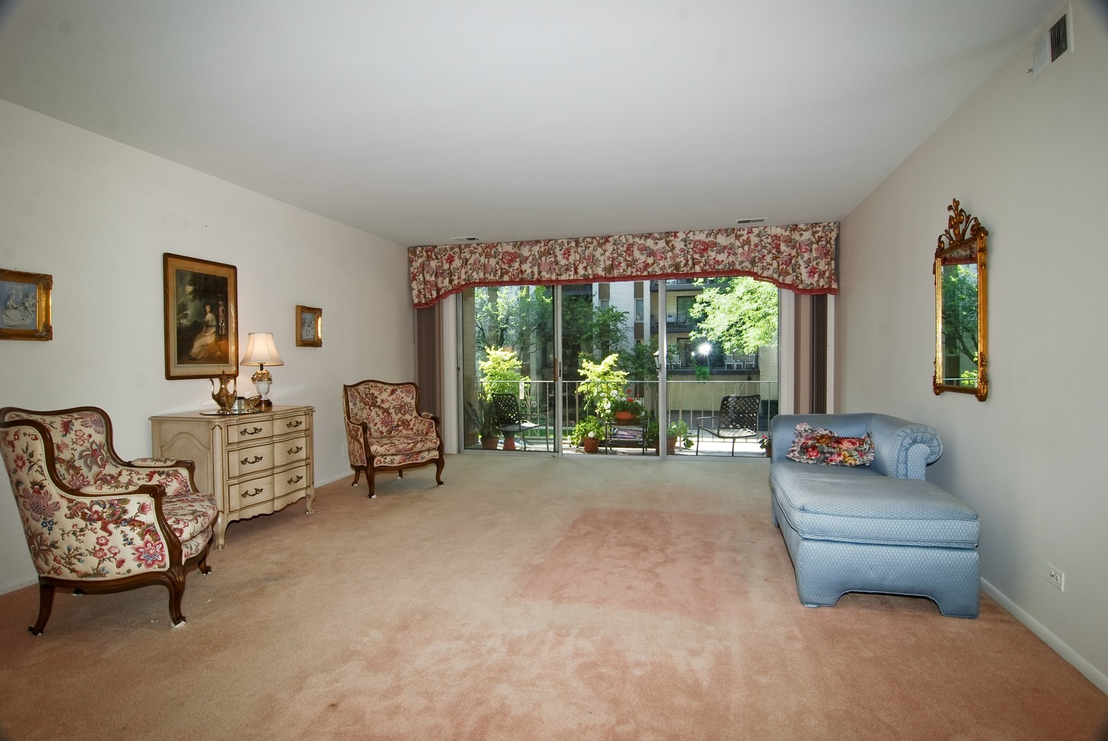 Real Estate Photography - 411 Ashland, Unit 2B, River Forest, IL, 60305 - Living Room