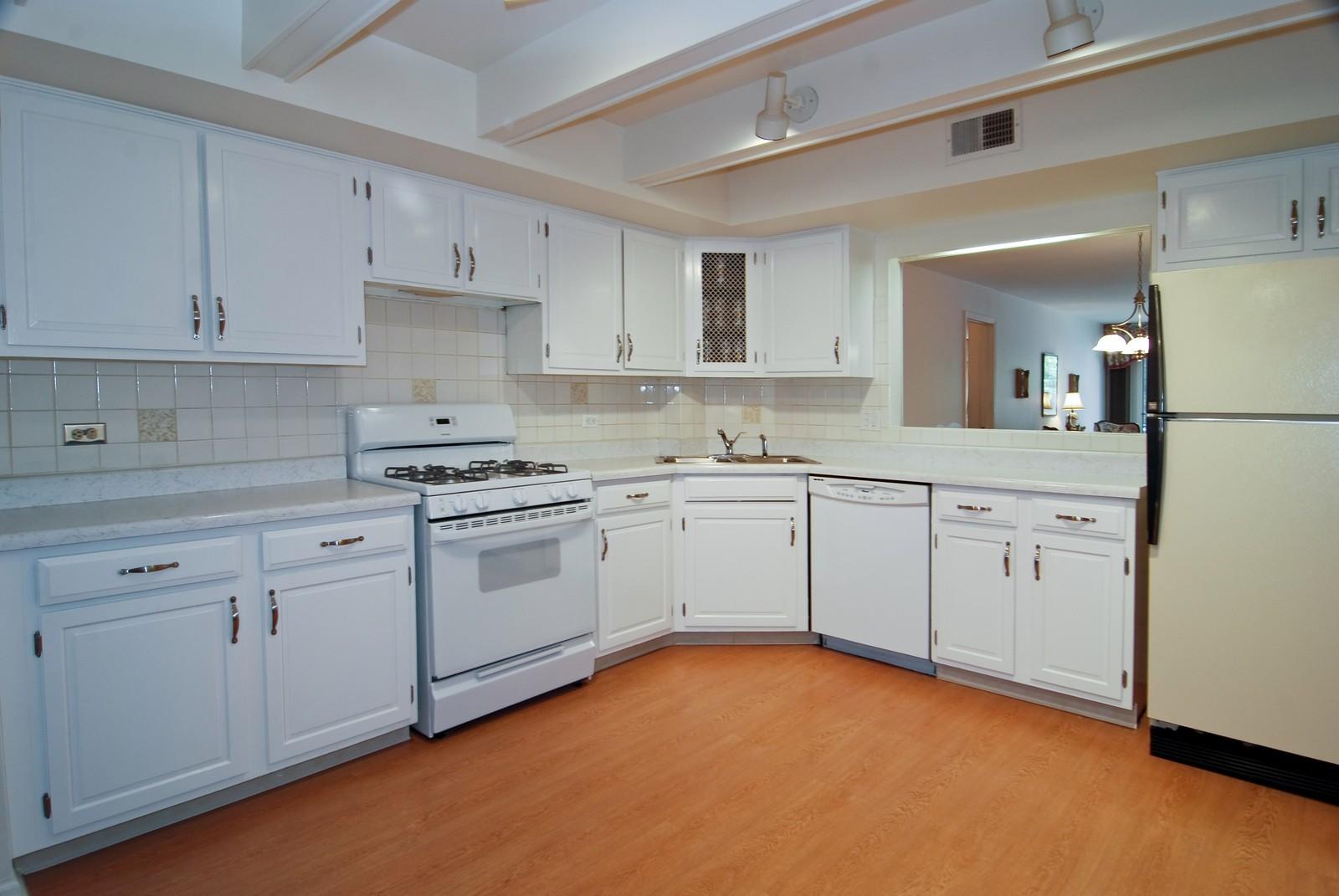 Real Estate Photography - 411 Ashland, Unit 2B, River Forest, IL, 60305 - Kitchen
