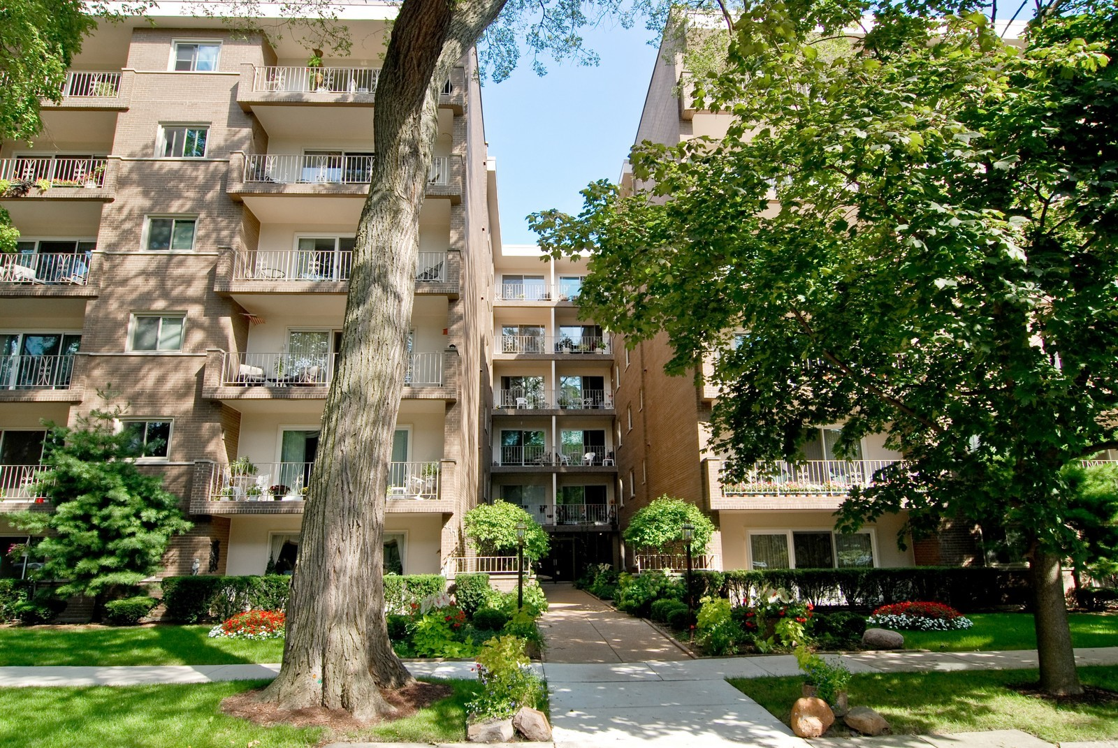 Real Estate Photography - 411 Ashland, Unit 2B, River Forest, IL, 60305 - Front View