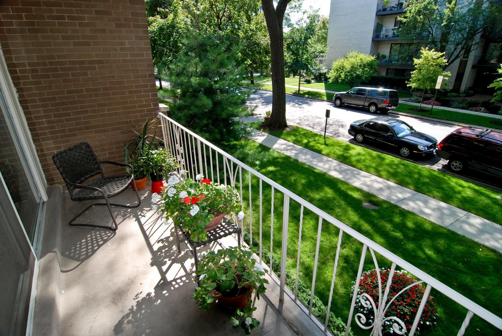Real Estate Photography - 411 Ashland, Unit 2B, River Forest, IL, 60305 - Balcony