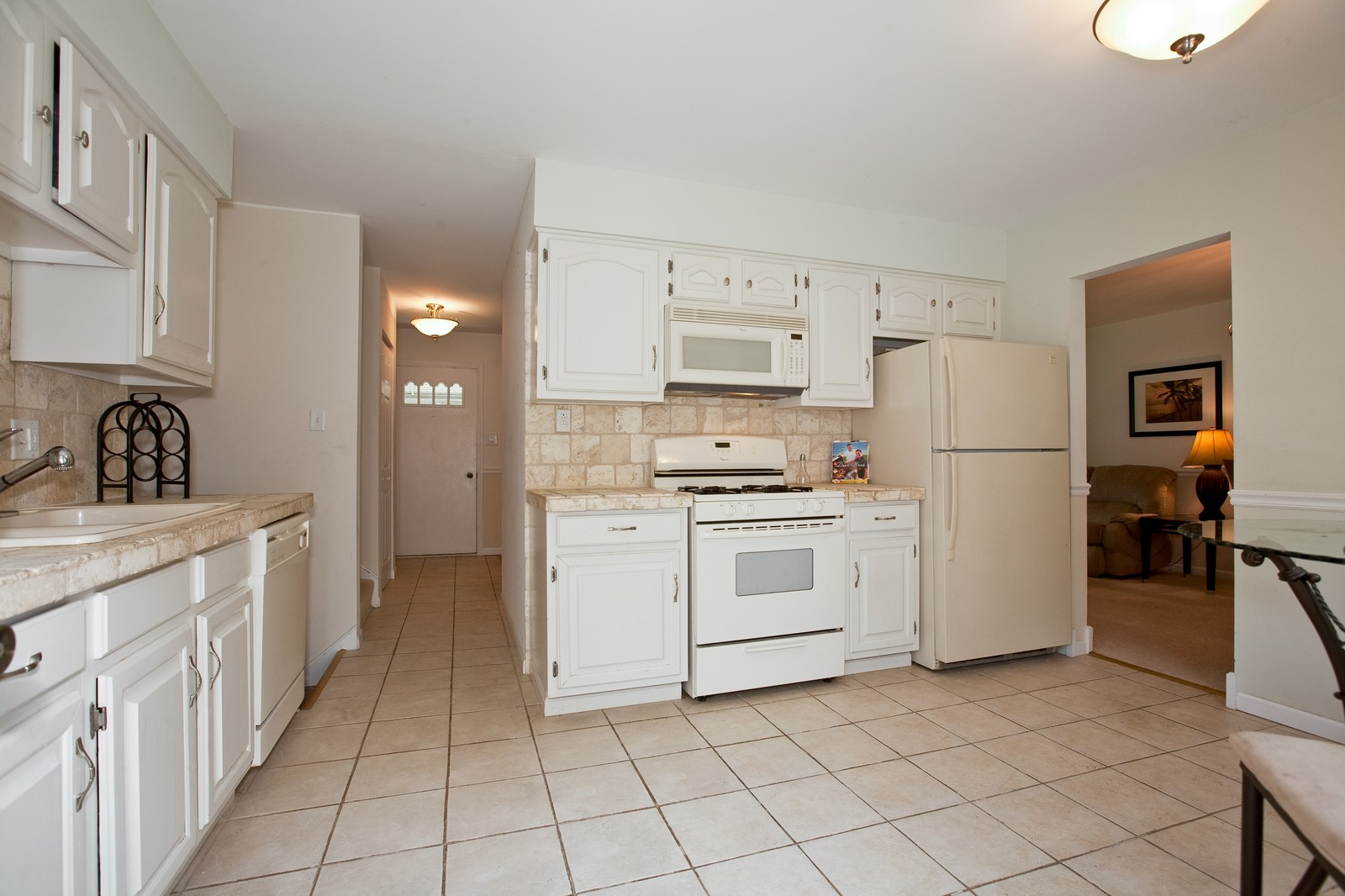 Real Estate Photography - 4050 West End, Downers Grove, IL, 60515 - Kitchen