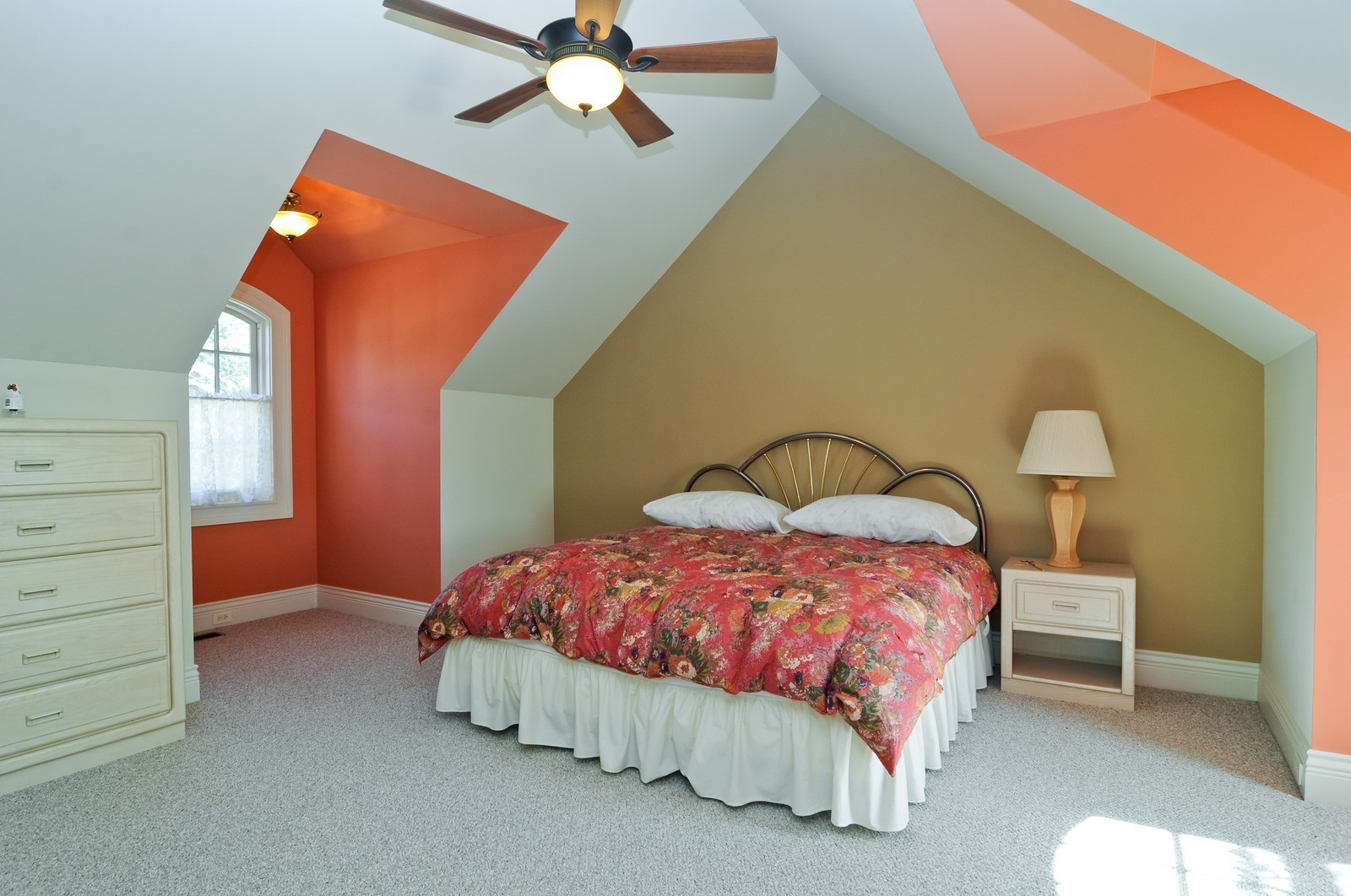 Real Estate Photography - 70 Dundee, Barrington Hills, IL, 60010 - Apartment Bedroom