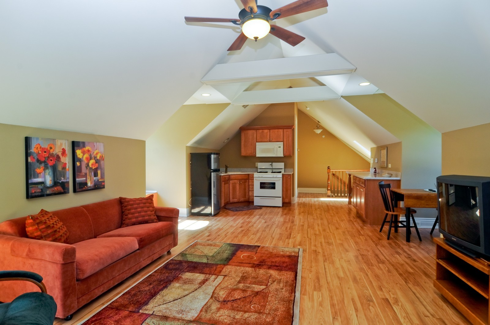 Real Estate Photography - 70 Dundee, Barrington Hills, IL, 60010 - Apartment Family Room