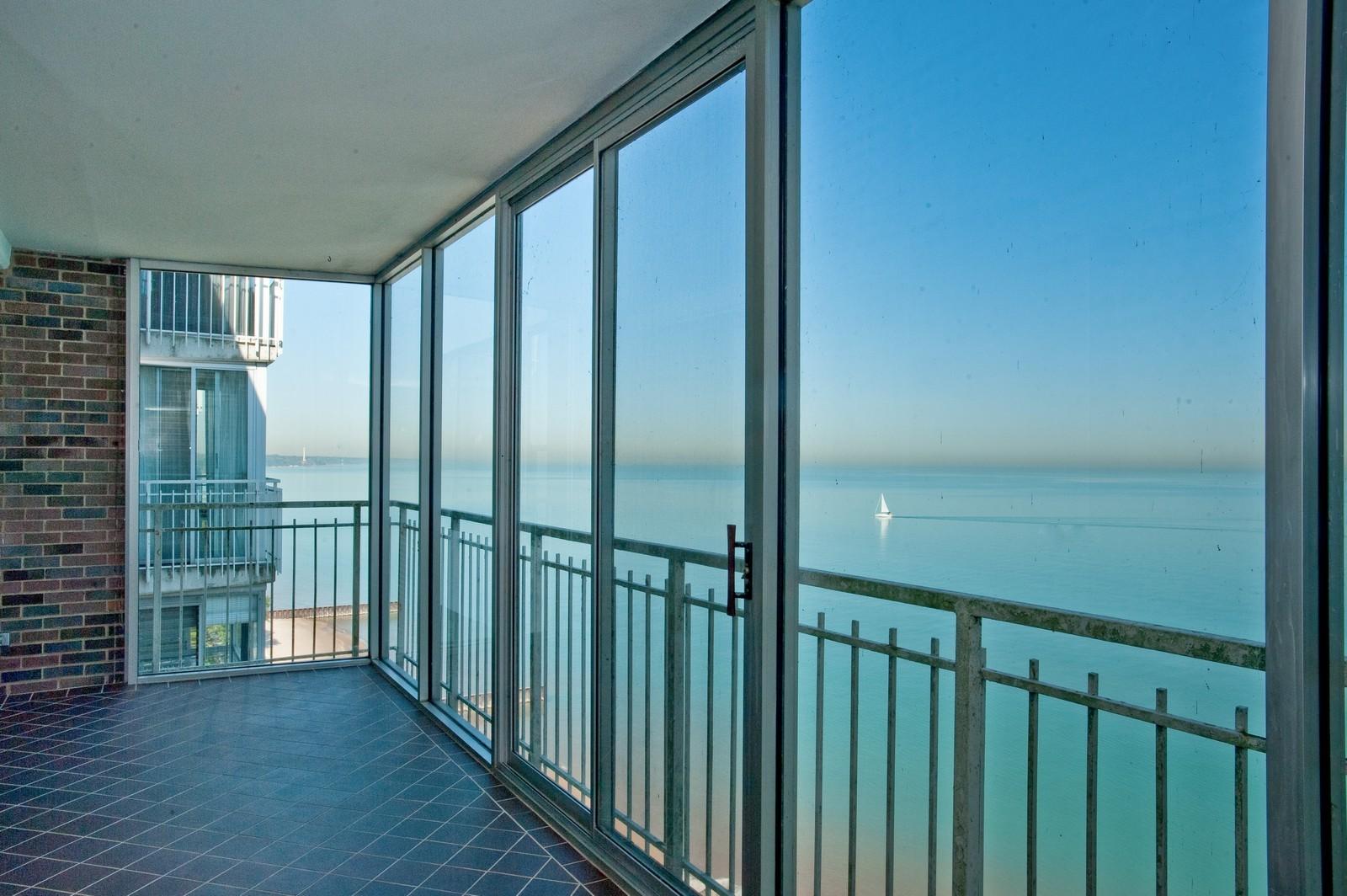 Real Estate Photography - 1616 Sheridan, Wilmette, IL, 60091 - Balcony