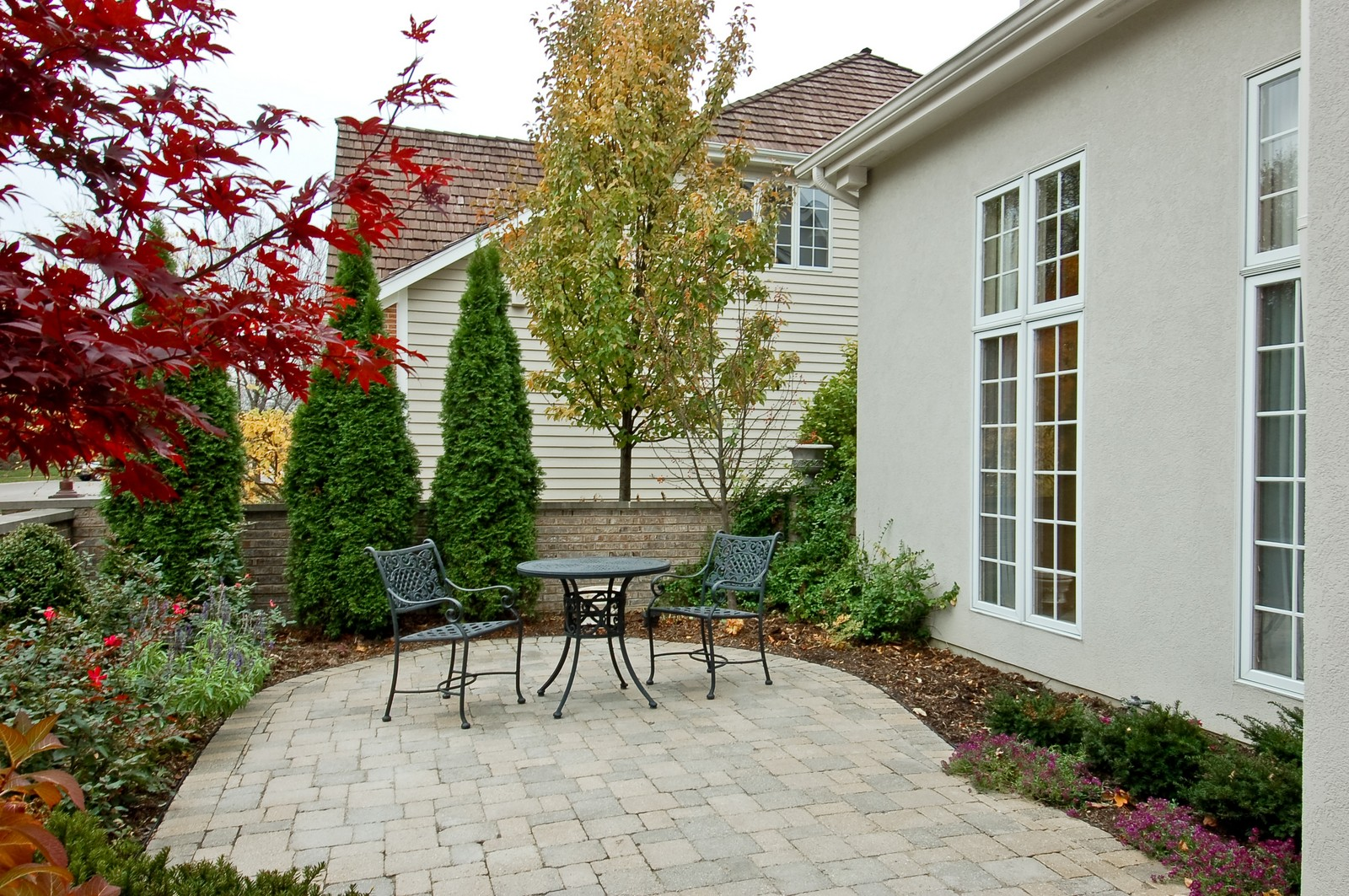 Real Estate Photography - 1492 Lloyd, Wheaton, IL, 60189 - Front Courtyard