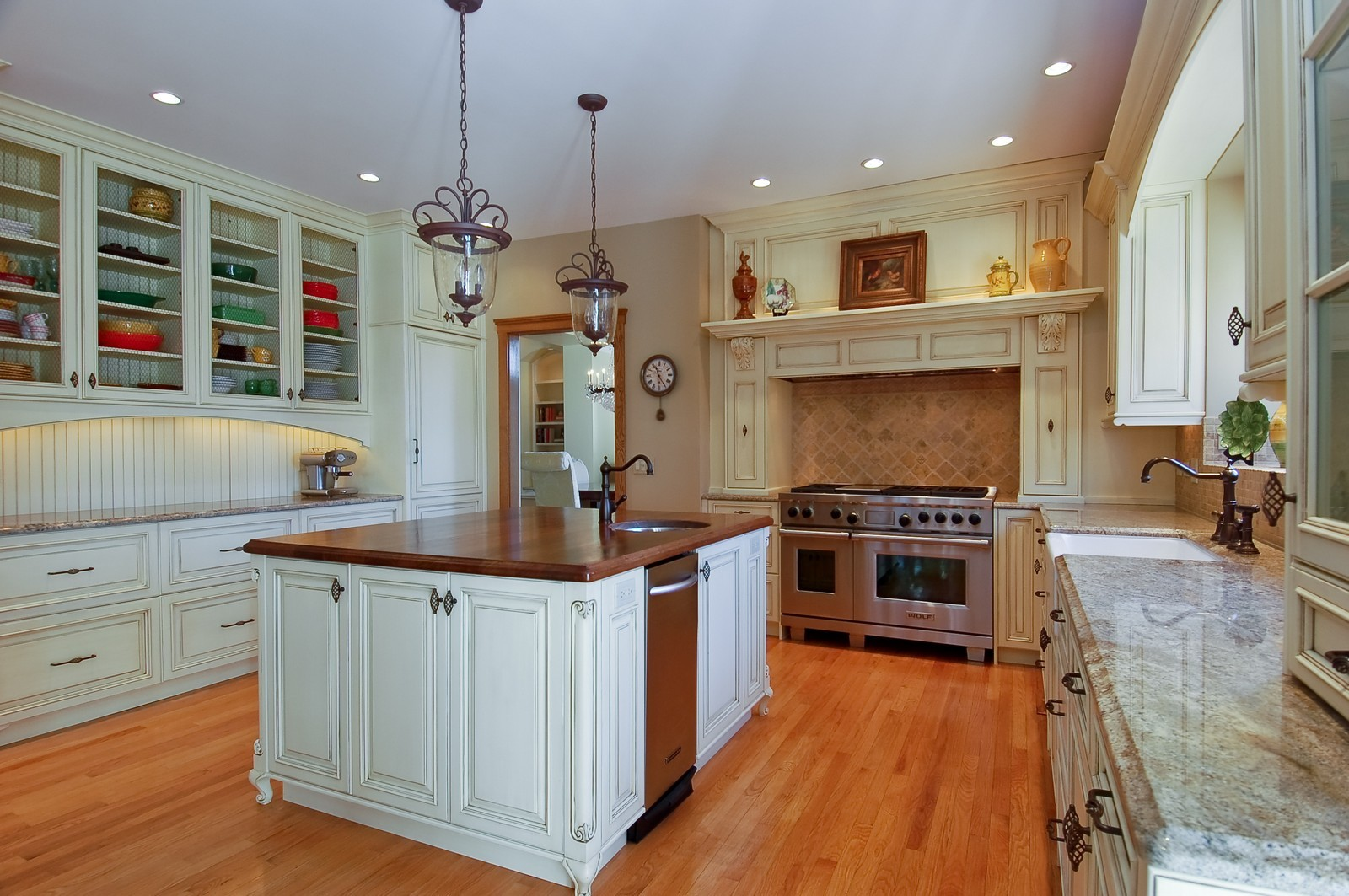 Real Estate Photography - 1492 Lloyd, Wheaton, IL, 60189 - Kitchen