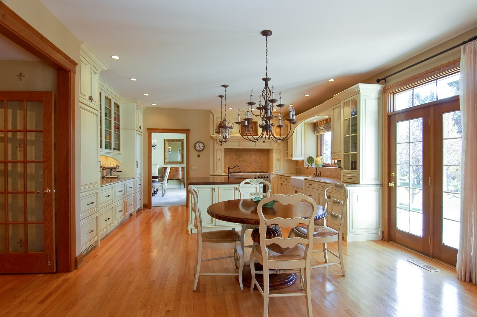 Real Estate Photography - 1492 Lloyd, Wheaton, IL, 60189 - Kitchen eating area