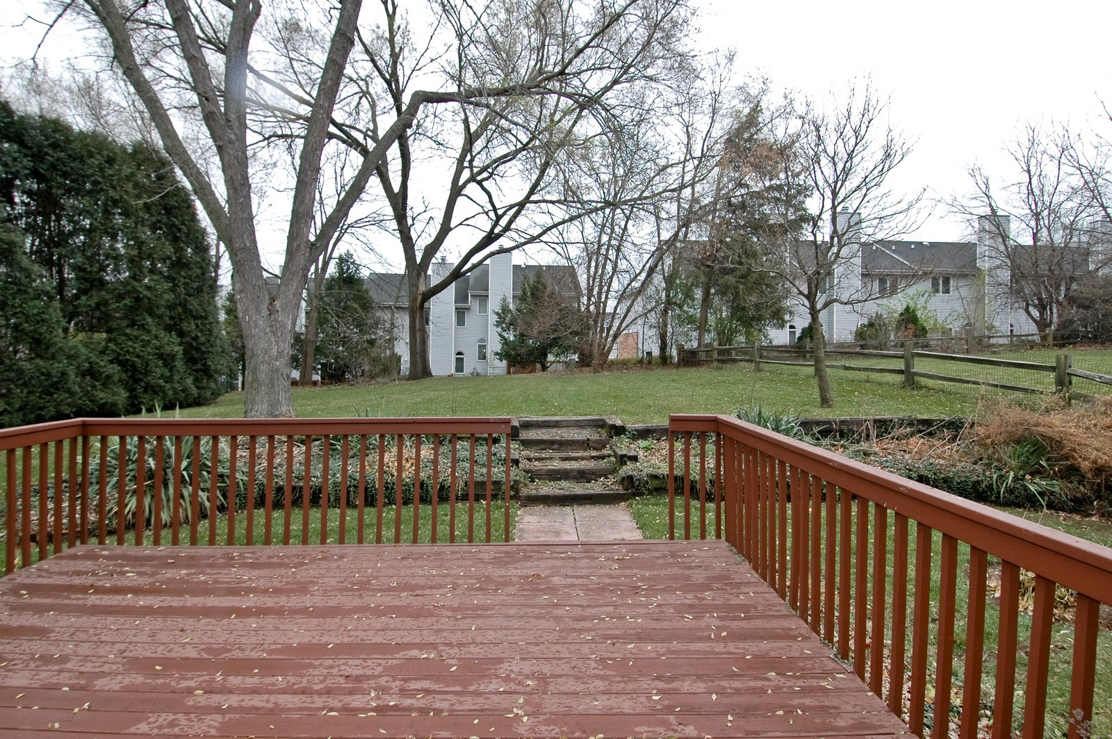 Real Estate Photography - 85 South, Cary, IL, 60013 - Deck