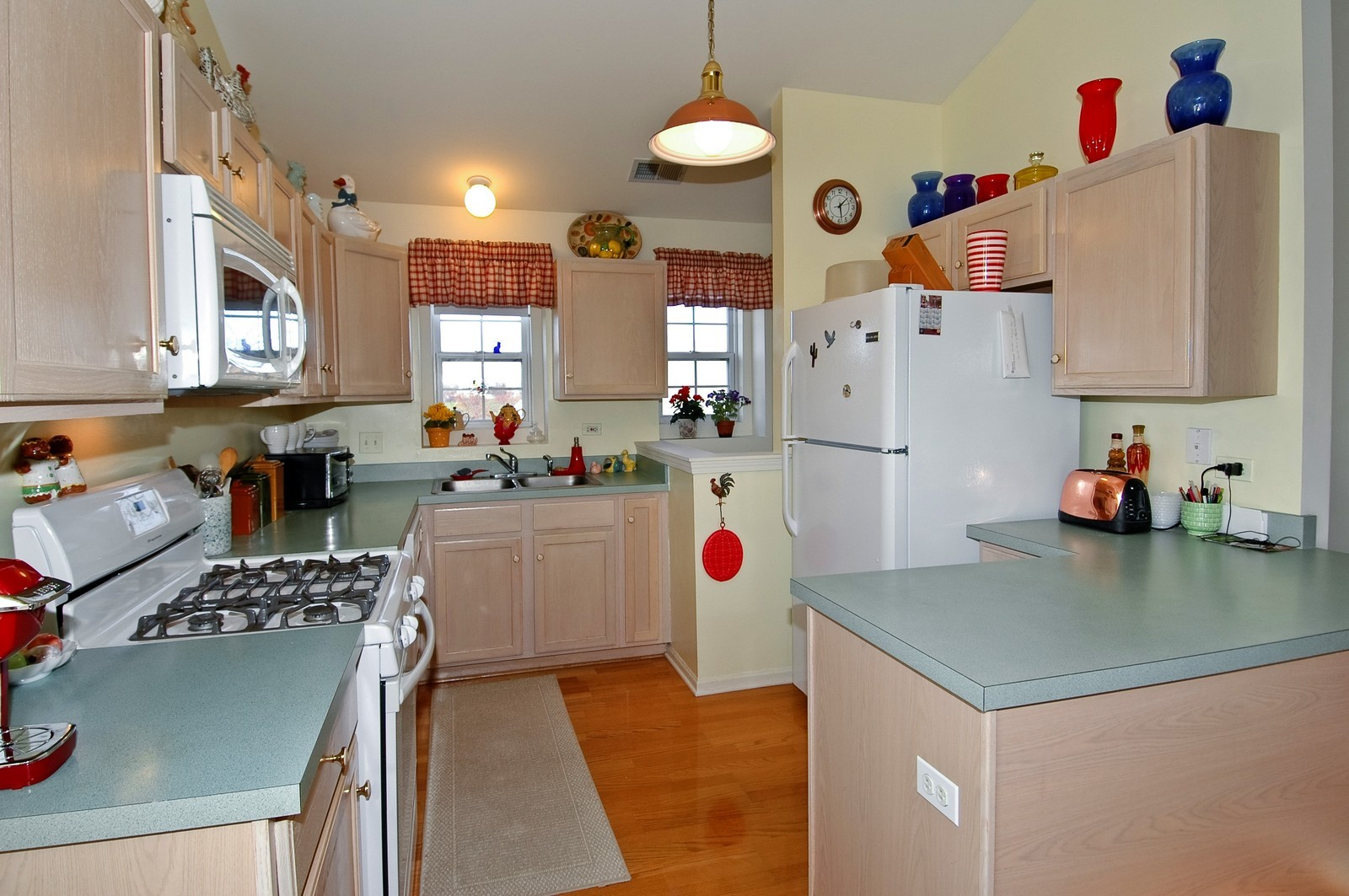 Real Estate Photography - 346 Crystal Ridge, Crystal Lake, IL, 60014 - Kitchen