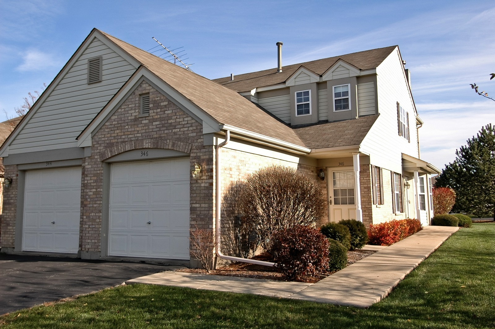 Real Estate Photography - 346 Crystal Ridge, Crystal Lake, IL, 60014 - Front View