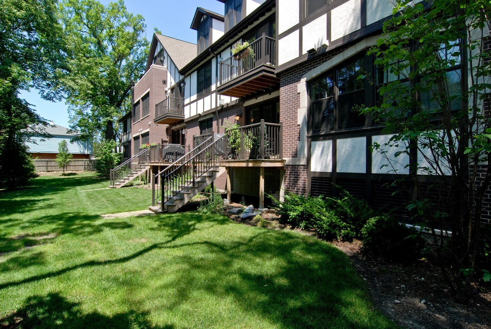 Real Estate Photography - 720 Green Bay, Unit 1D, Winnetka, IL, 60093 - Back Yard