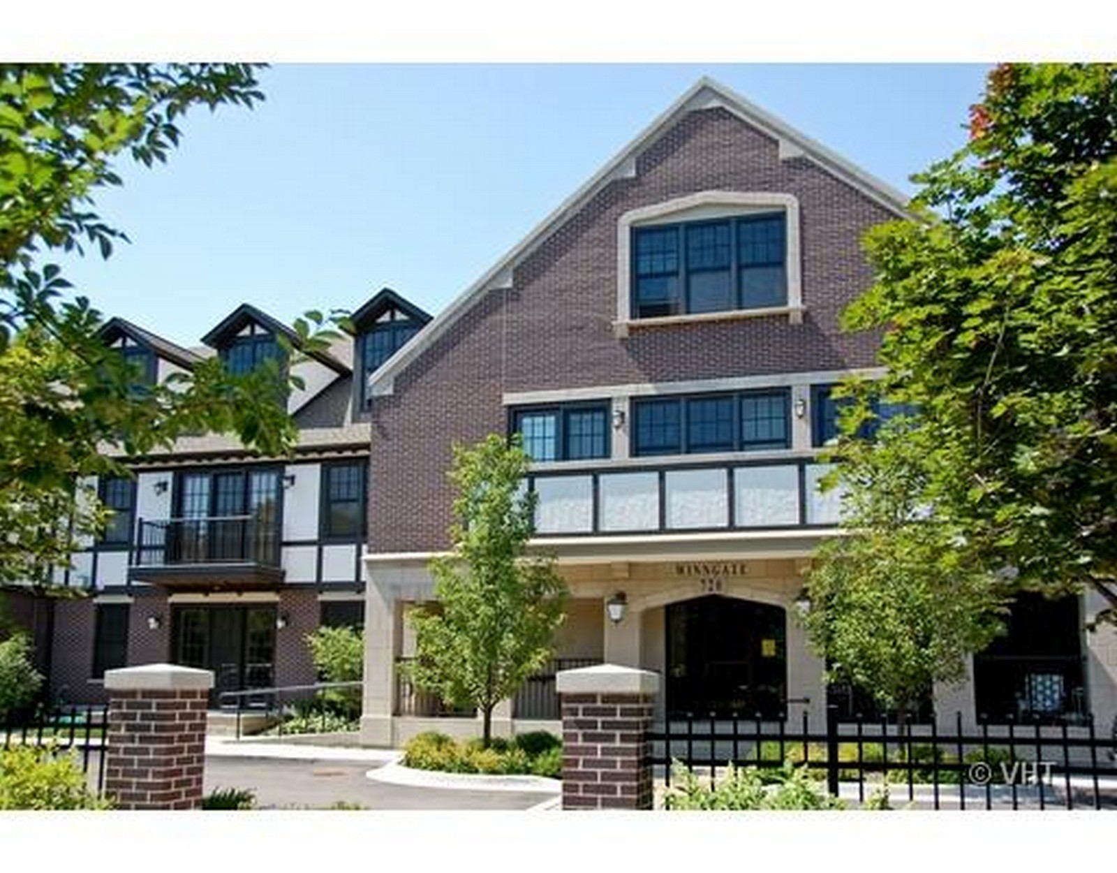 Real Estate Photography - 720 Green Bay, Unit 1D, Winnetka, IL, 60093 - Front View