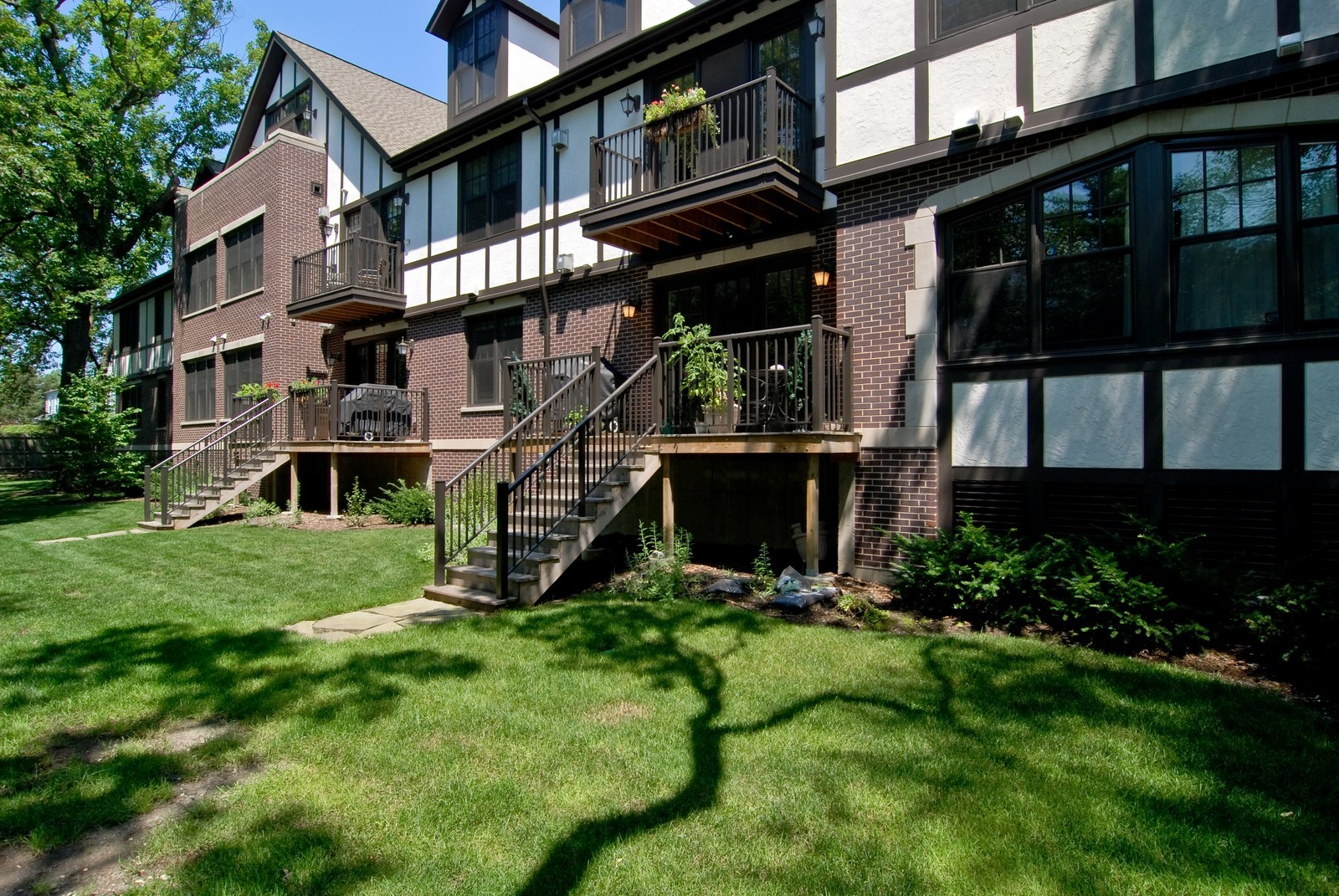 Real Estate Photography - 720 Green Bay, Unit 1D, Winnetka, IL, 60093 - Rear View