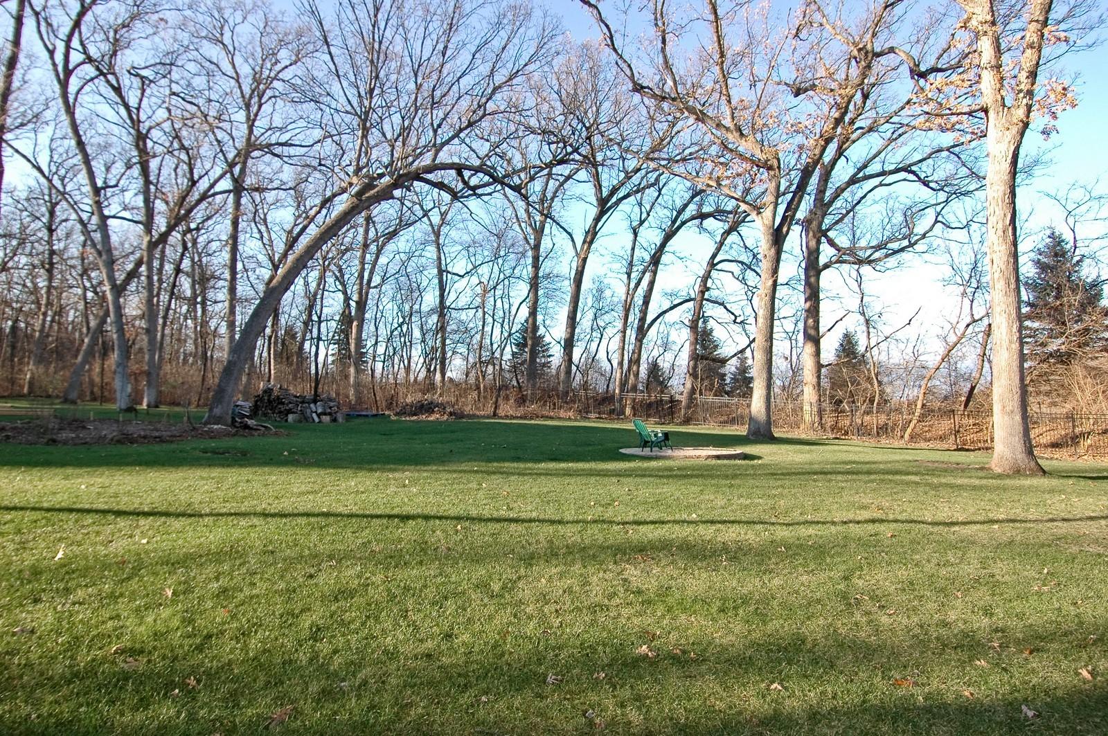 Real Estate Photography - 2100 Nish, Crystal Lake, IL, 60012 - Side Yard