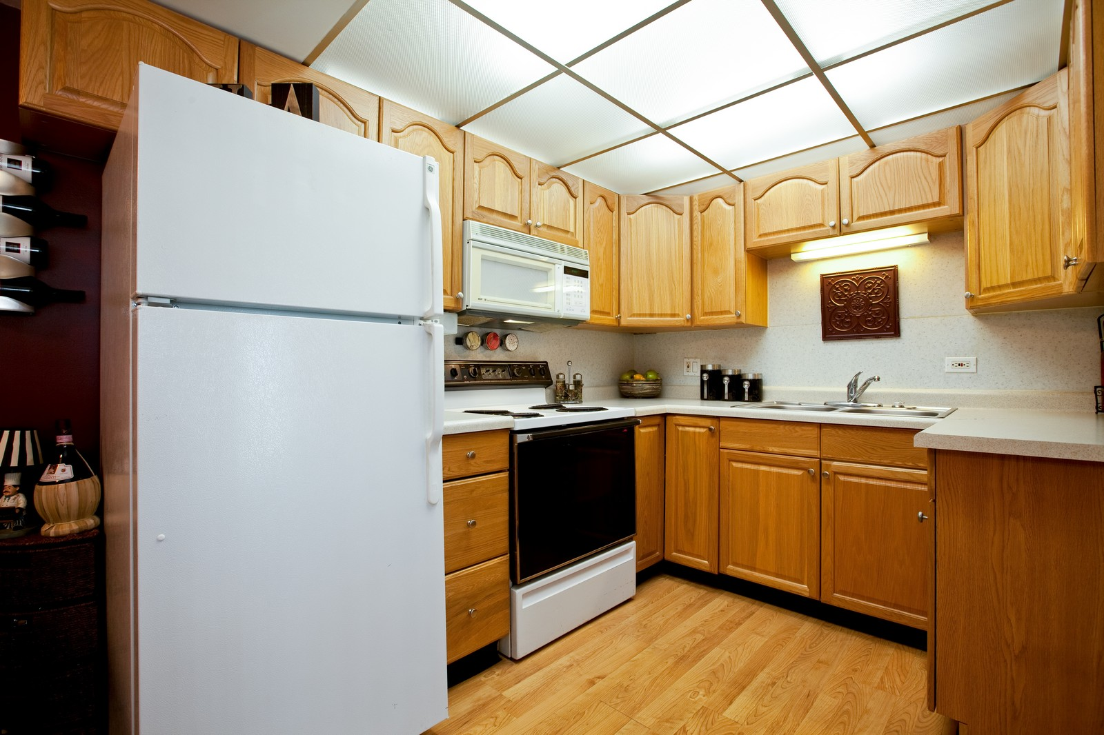 Real Estate Photography - 2900 Maple, Unit 23C, Downers Grove, IL, 60515 - Kitchen