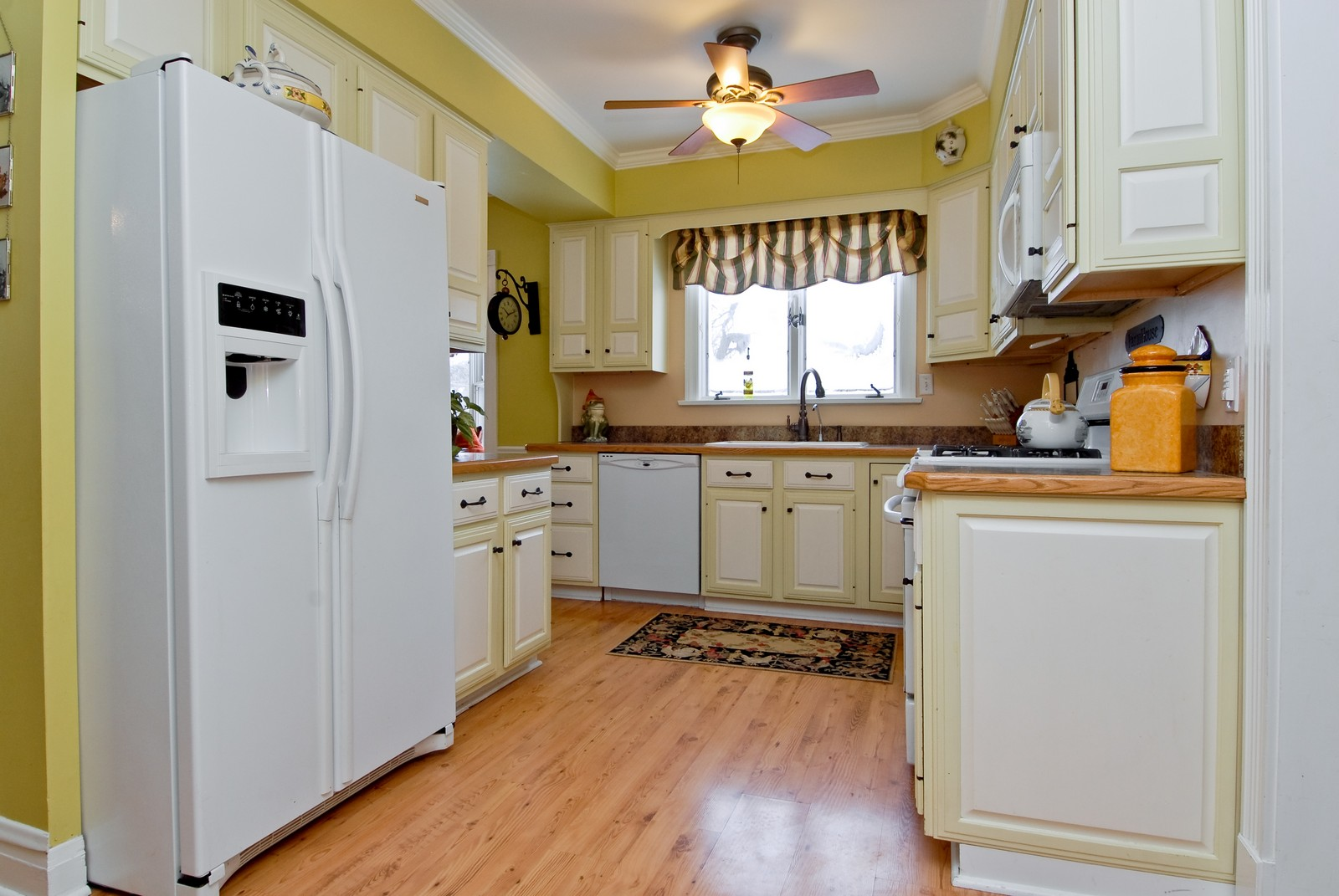 Real Estate Photography - 5N126 Crane, St Charles, IL, 60175 - Kitchen