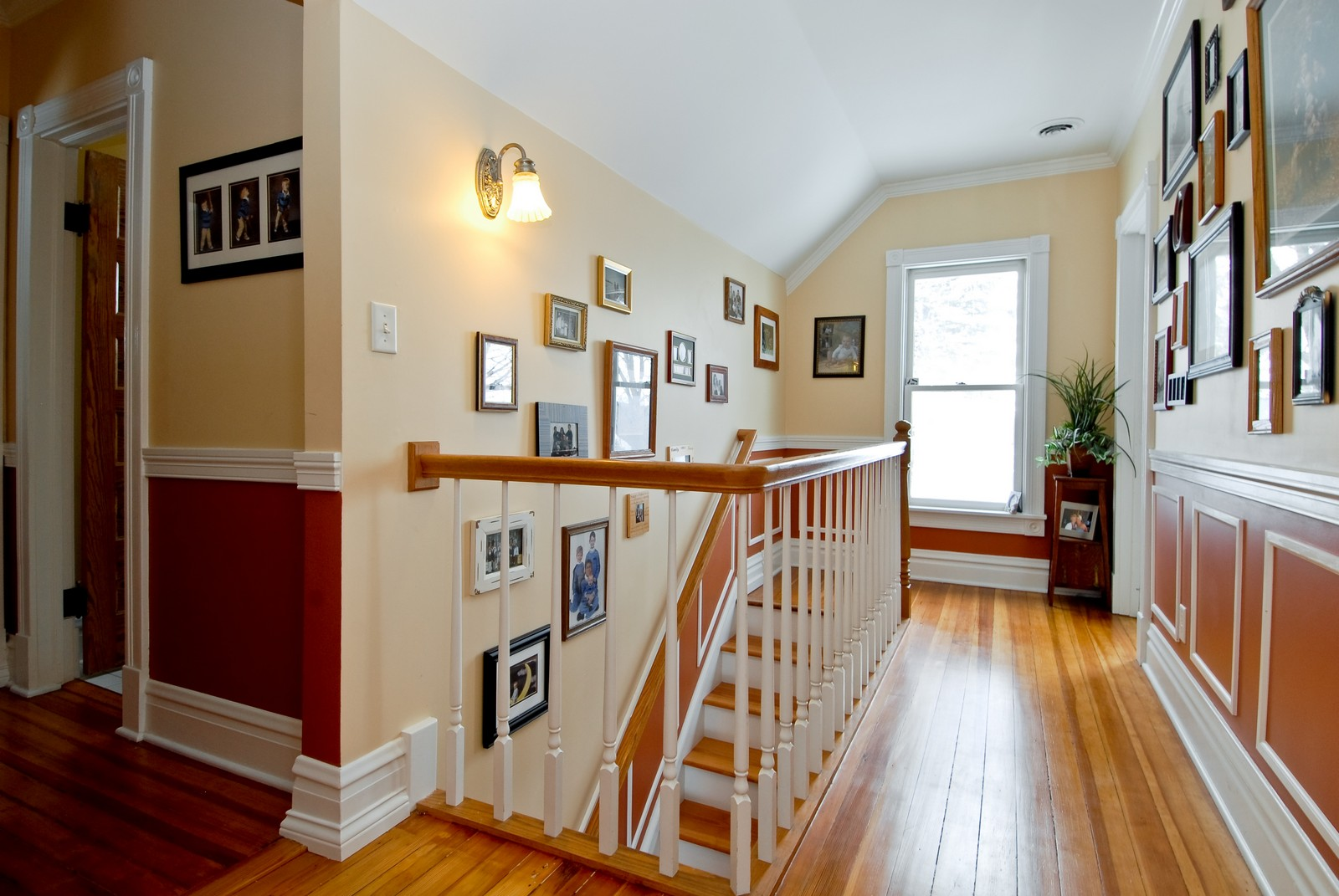 Real Estate Photography - 5N126 Crane, St Charles, IL, 60175 - Hallway
