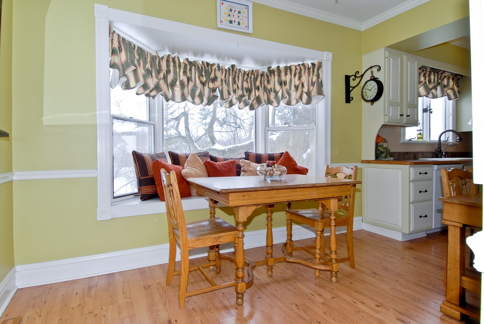 Real Estate Photography - 5N126 Crane, St Charles, IL, 60175 - Breakfast Nook