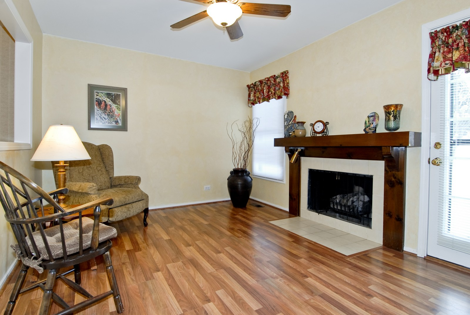 Real Estate Photography - 10 Roosevelt, St Charles, IL, 60174 - Family Room