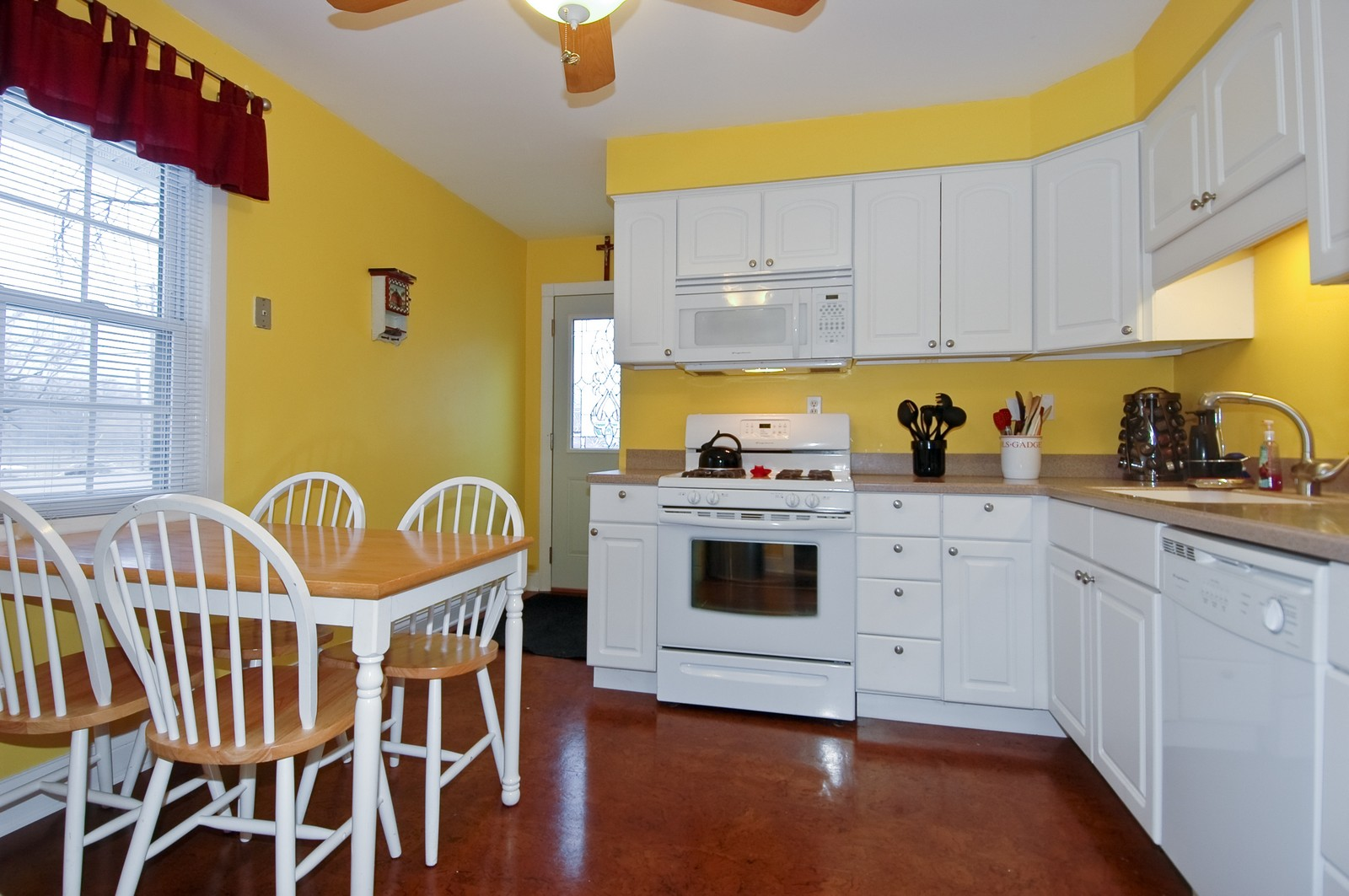 Real Estate Photography - 5 Bartlett, Streamwood, IL, 60107 - Kitchen