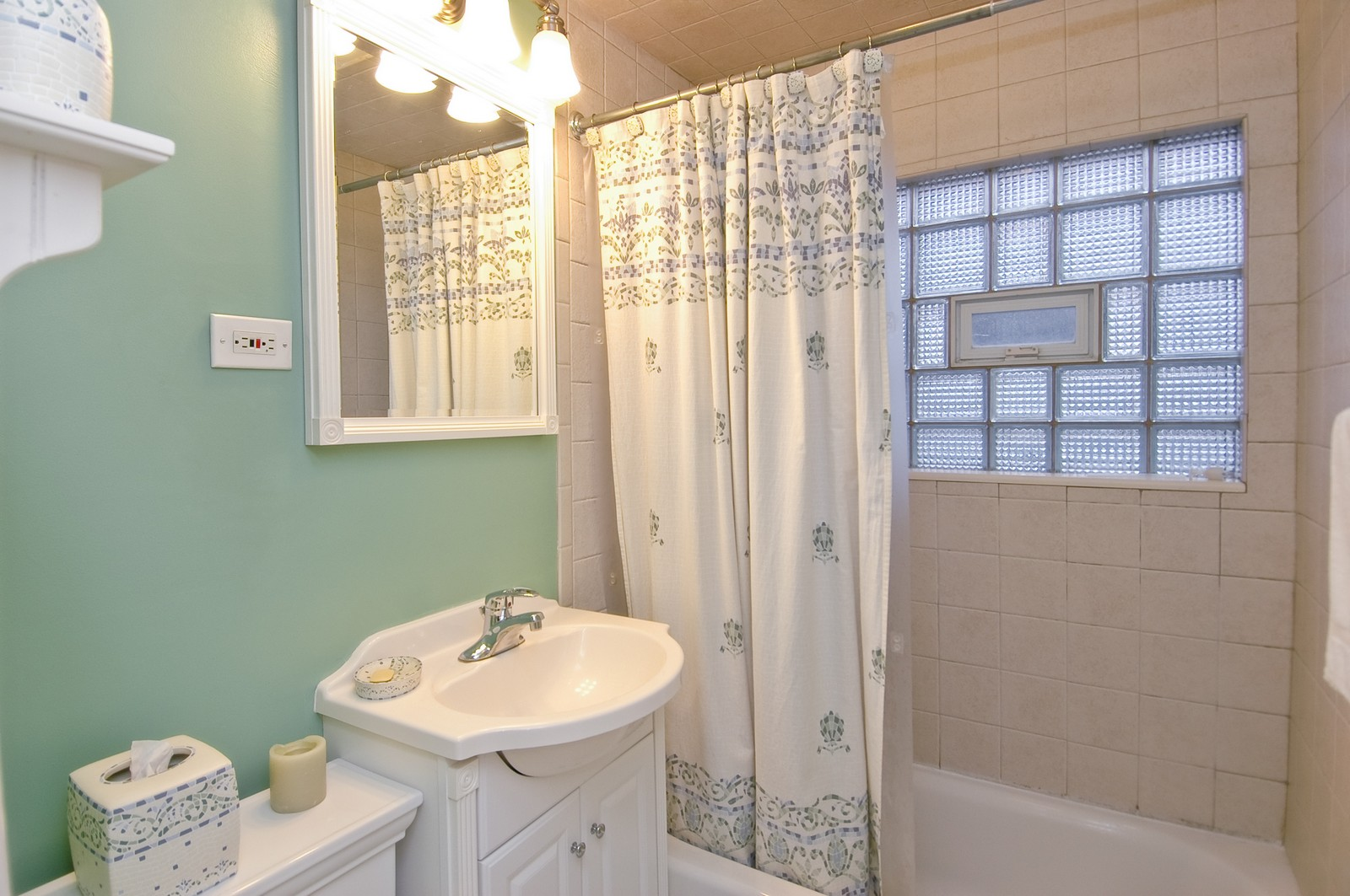 Real Estate Photography - 5 Bartlett, Streamwood, IL, 60107 - Bathroom