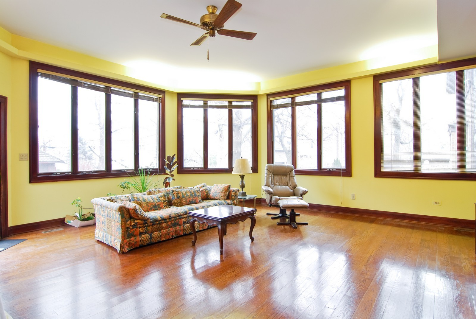 Real Estate Photography - 285 S York, Elmhurst, IL, 60126 - Family Room