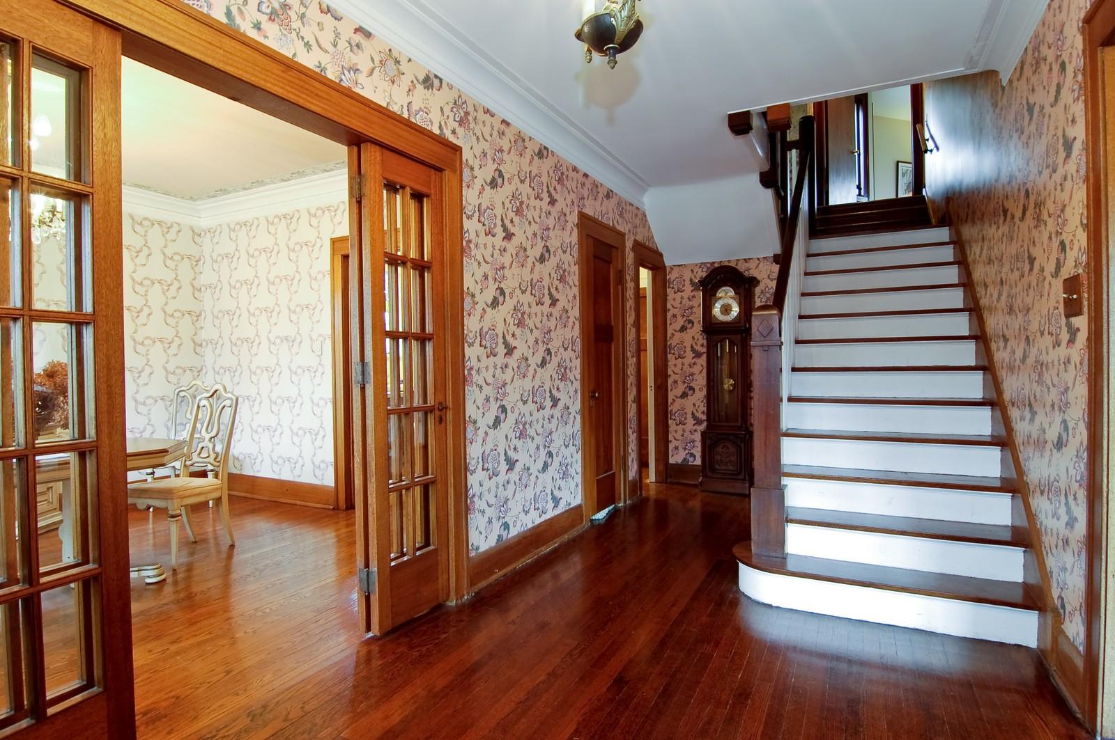 Real Estate Photography - 285 S York, Elmhurst, IL, 60126 - Foyer