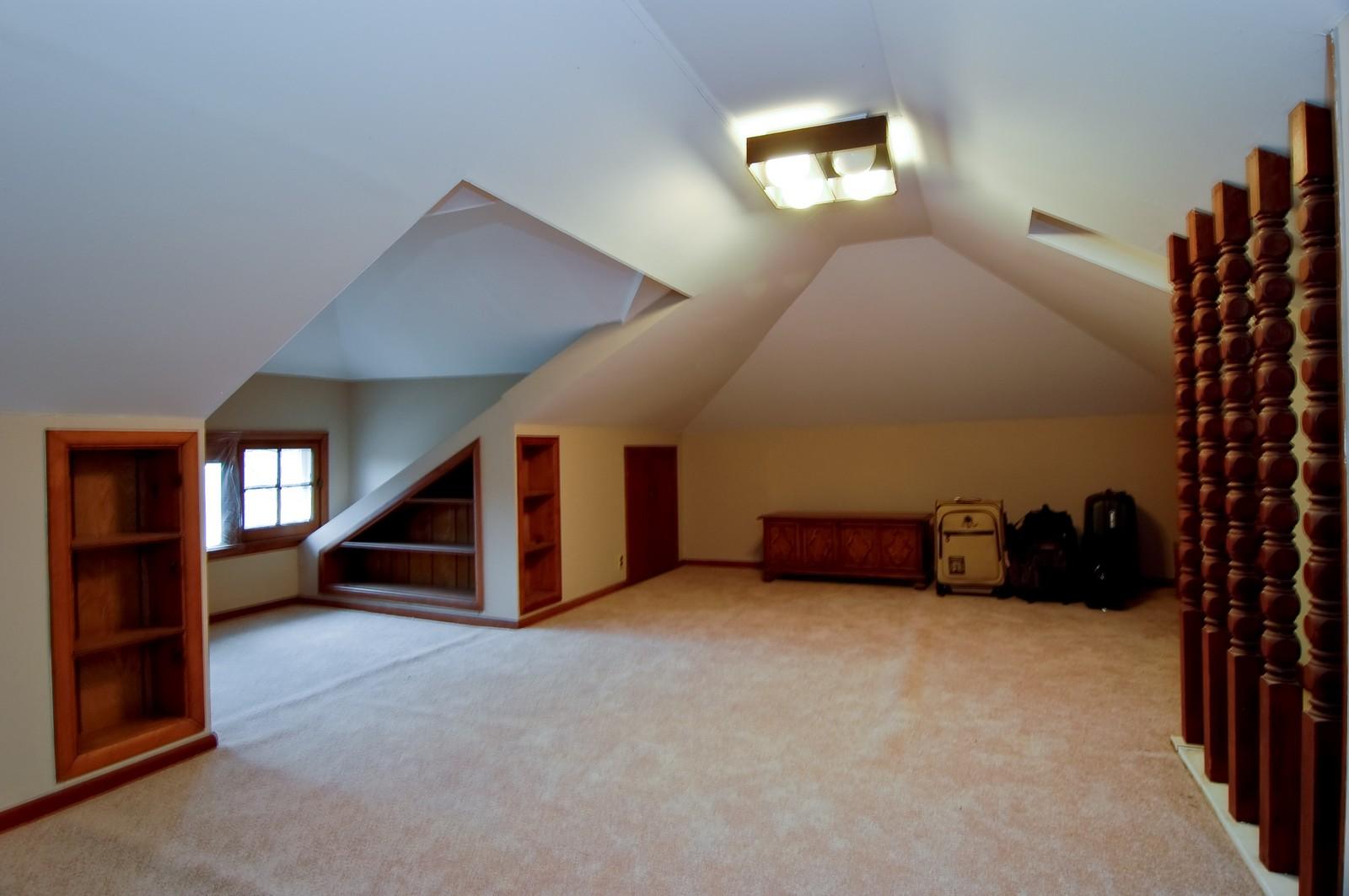 Real Estate Photography - 285 S York, Elmhurst, IL, 60126 - Loft