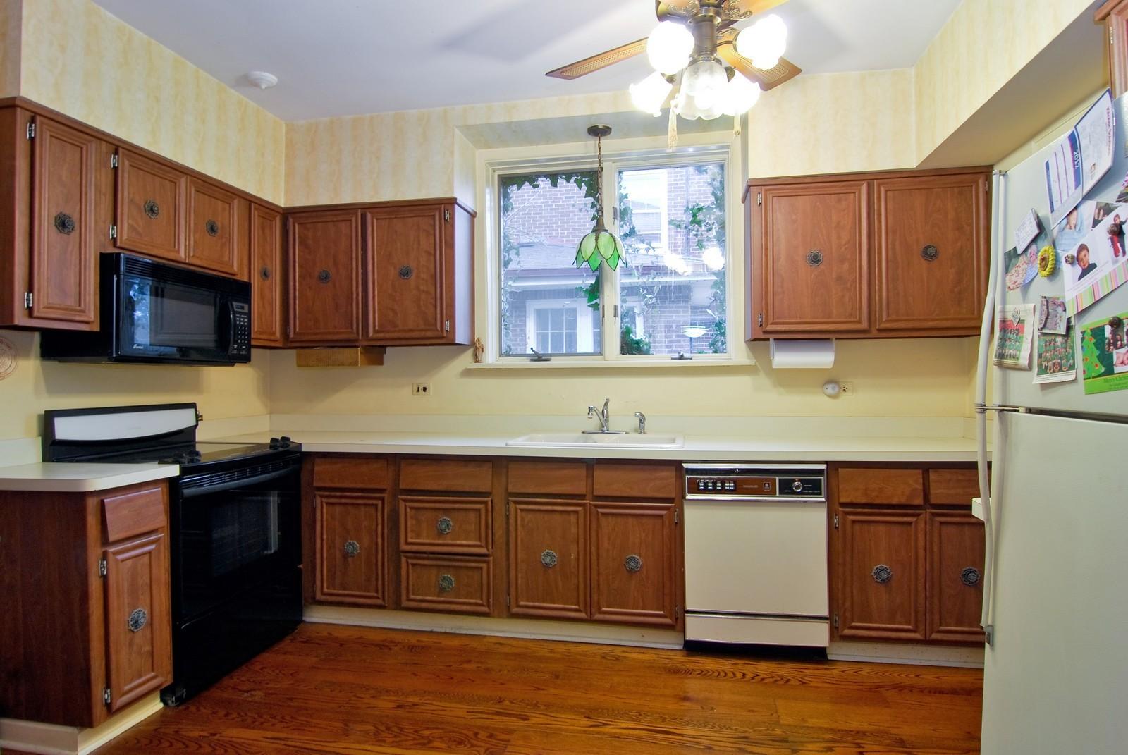 Real Estate Photography - 285 S York, Elmhurst, IL, 60126 - Kitchen