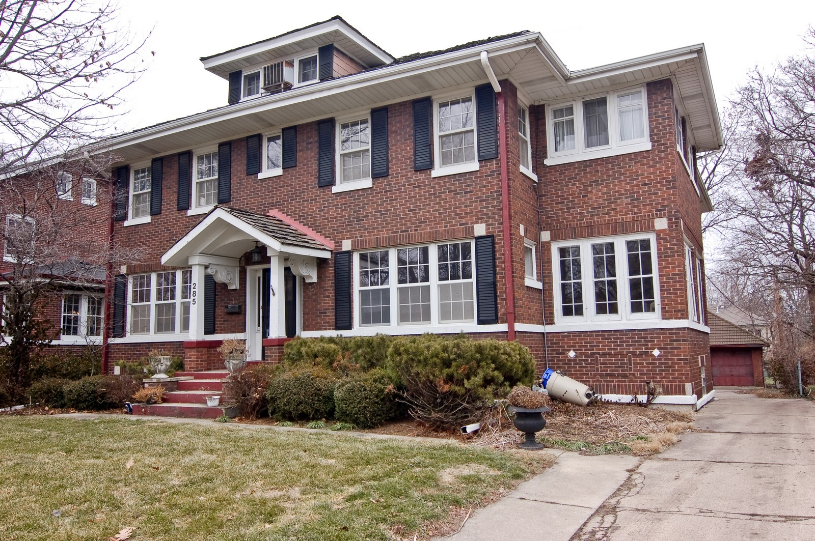 Real Estate Photography - 285 S York, Elmhurst, IL, 60126 - Side View