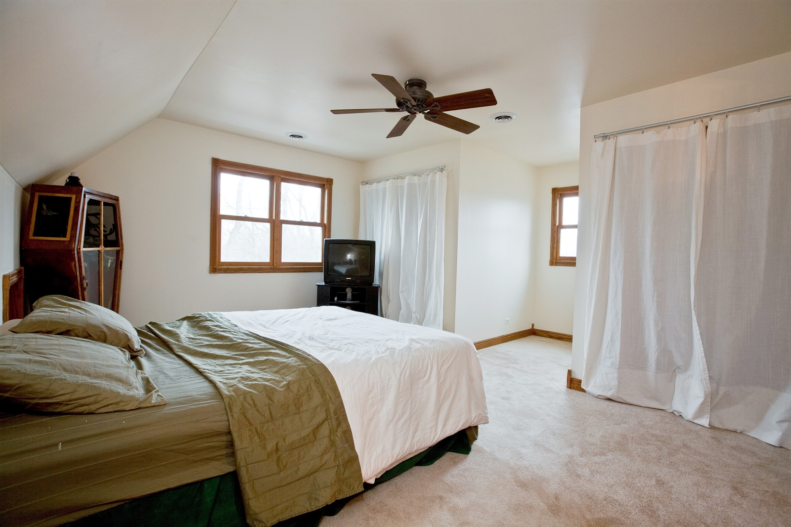 Real Estate Photography - 4838 Drendel, Downers Grove, IL, 60515 - 3rd Bedroom