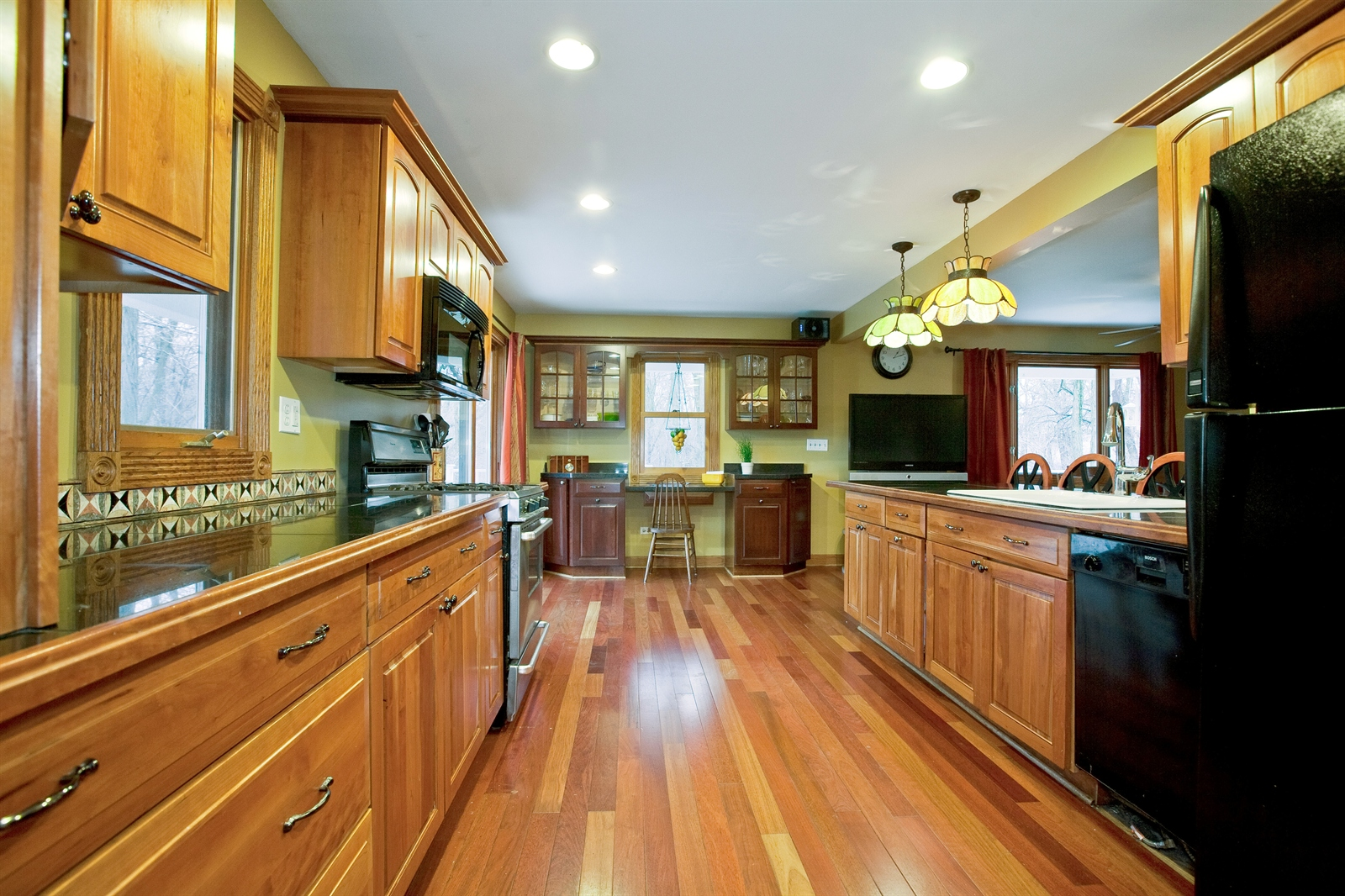 Real Estate Photography - 4838 Drendel, Downers Grove, IL, 60515 - Kitchen
