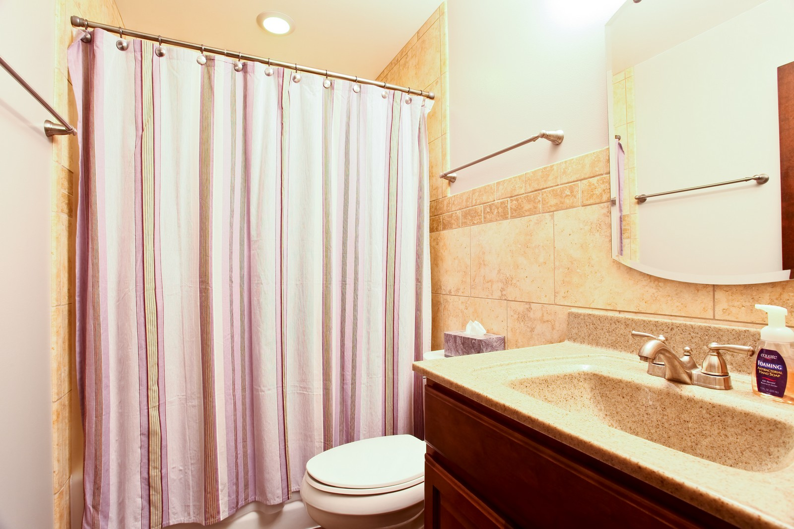 ... Real Estate Photography   2835 Valley Forge Road, Lisle, IL, 60532    Bathroom ...