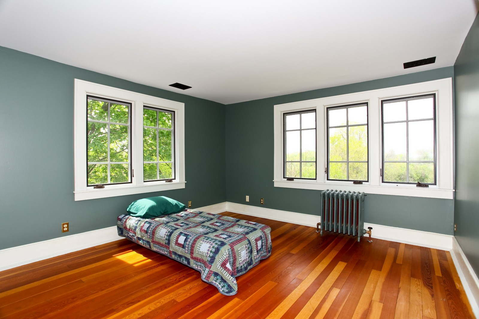 Real Estate Photography - 28W351 Geneva Rd, West Chicago, IL, 60185 - 2nd Bedroom