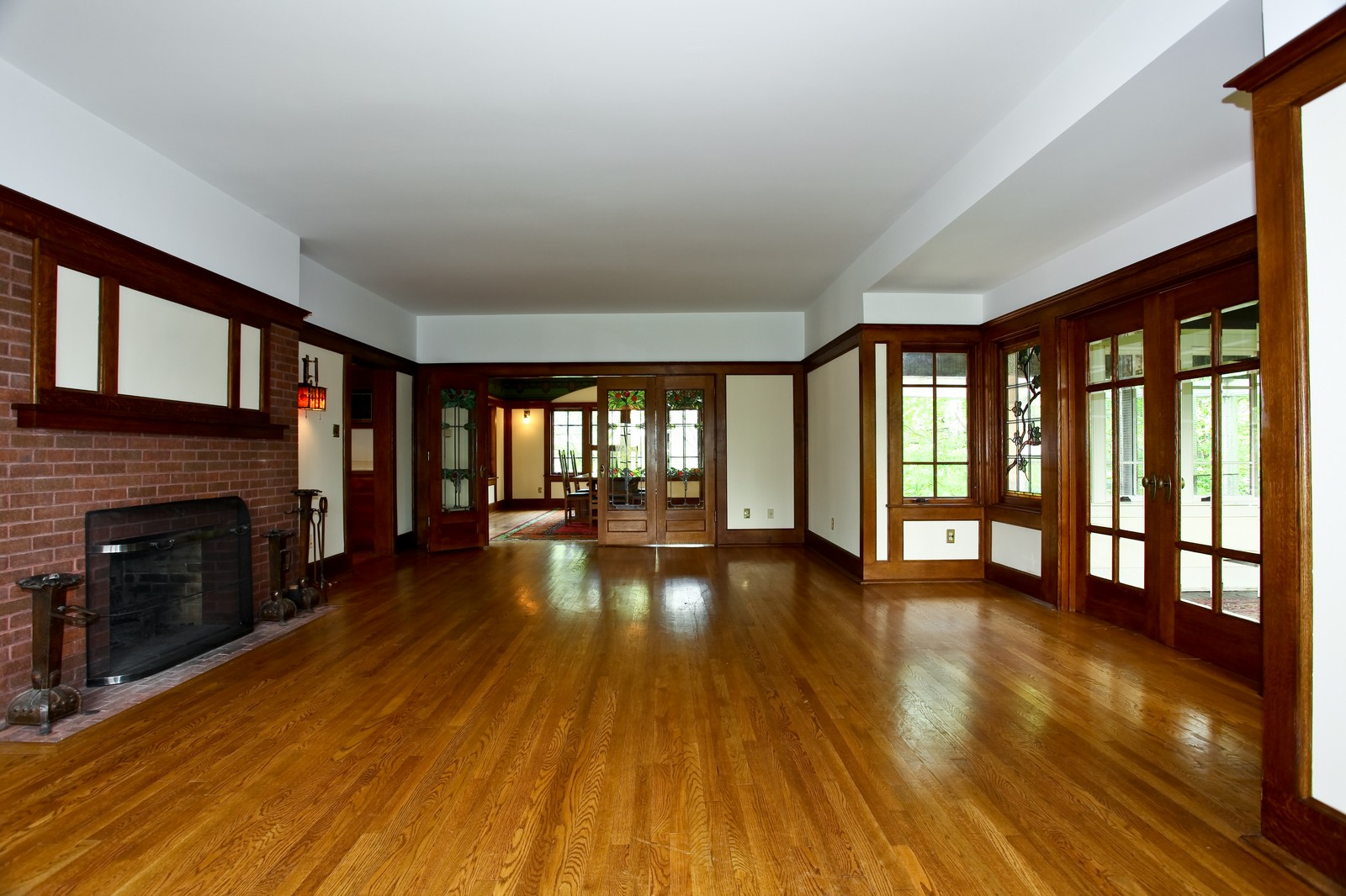 Real Estate Photography - 28W351 Geneva Rd, West Chicago, IL, 60185 - Family Room