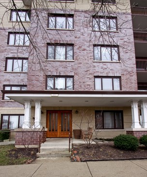 Front View photograph of 650 Laurel Unit 101 Highland Park Illinois 60035