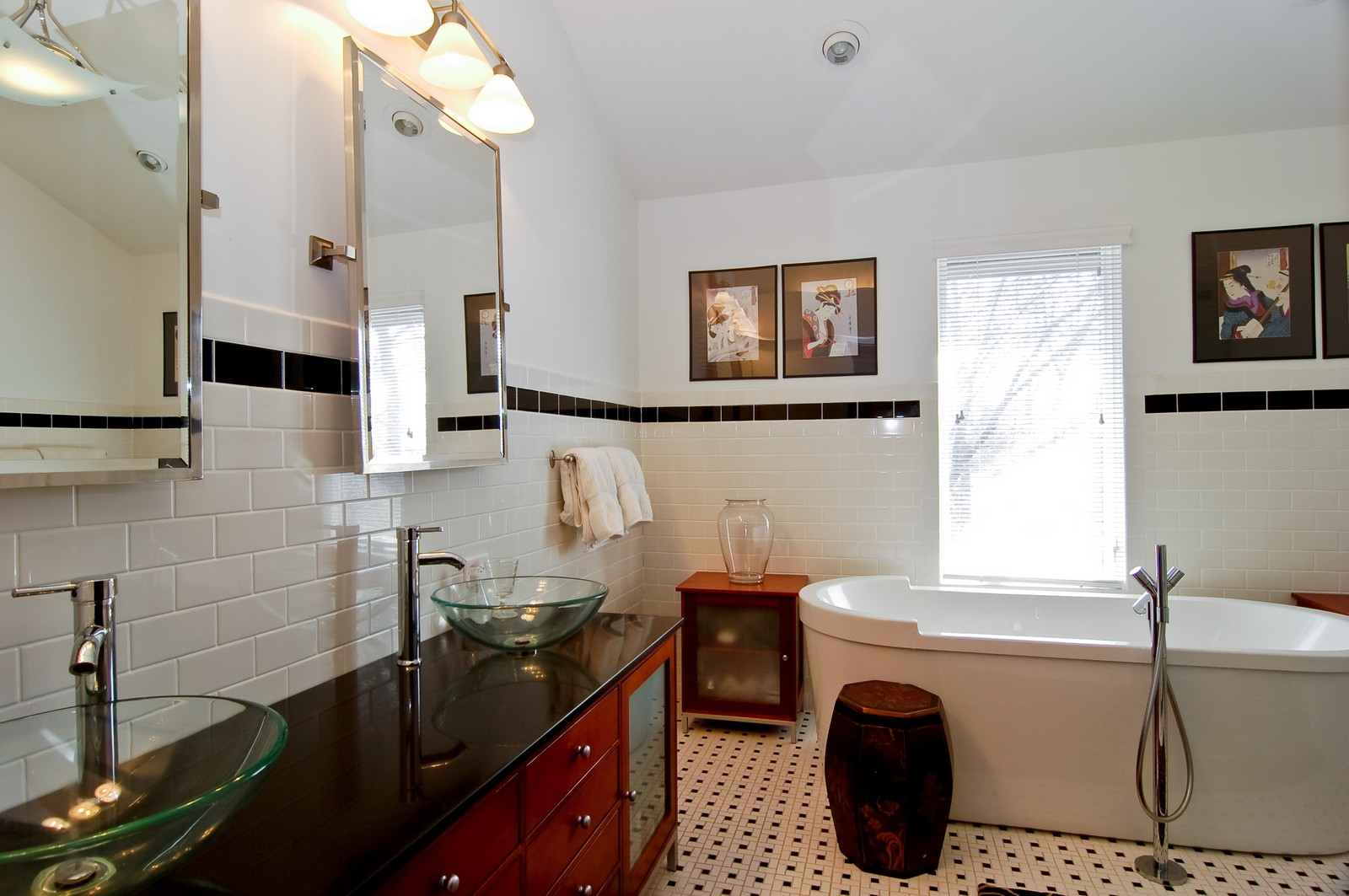 Real Estate Photography - 1S621 Bender, West Chicago, IL, 60185 - Master Bathroom