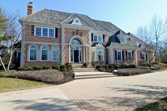 Front View photograph of 331 Camelot Libertyville Illinois 60048