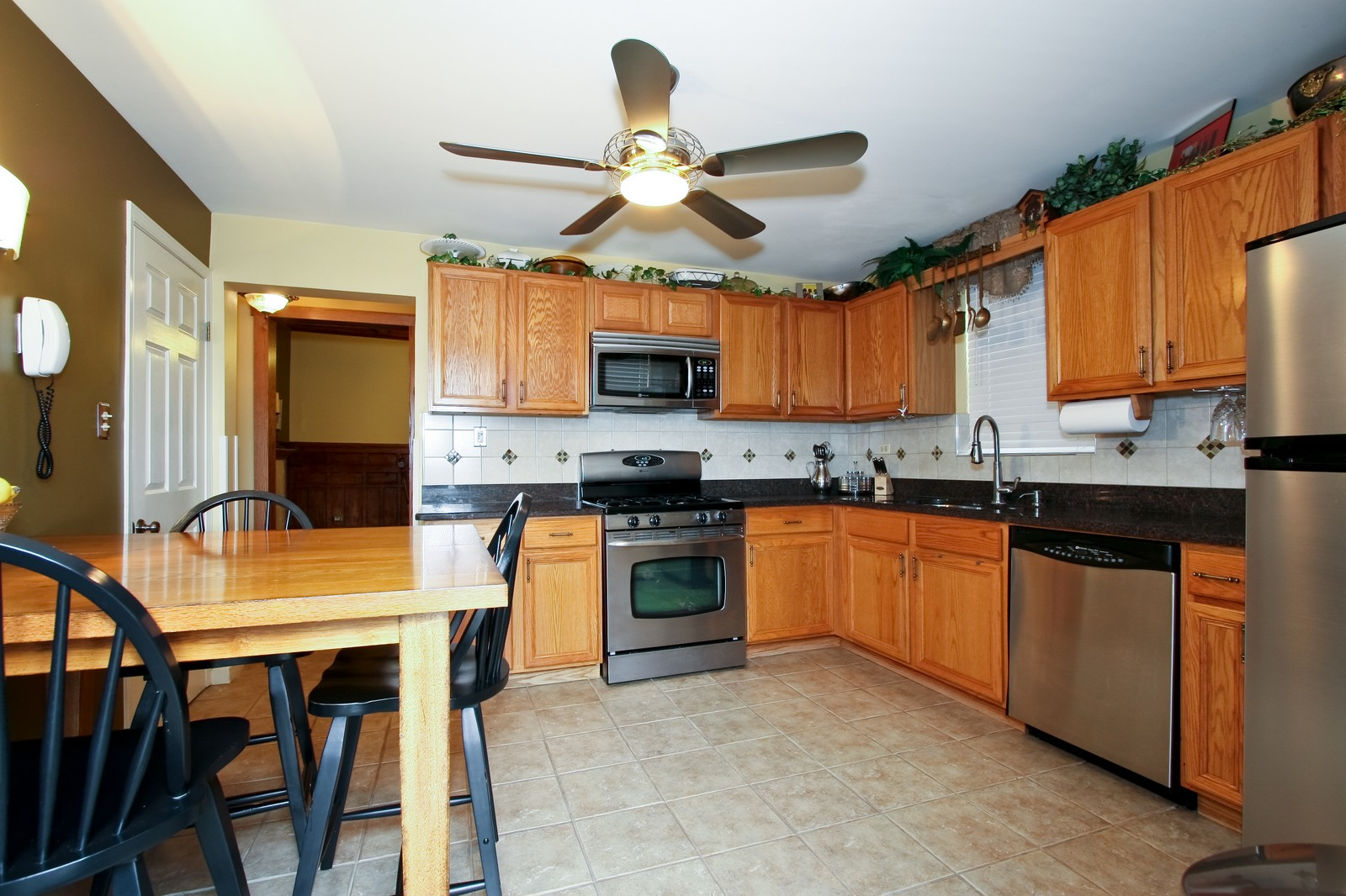 Real Estate Photography - 4949 Vincennes Ave, Chicago, IL, 60615 - Kitchen