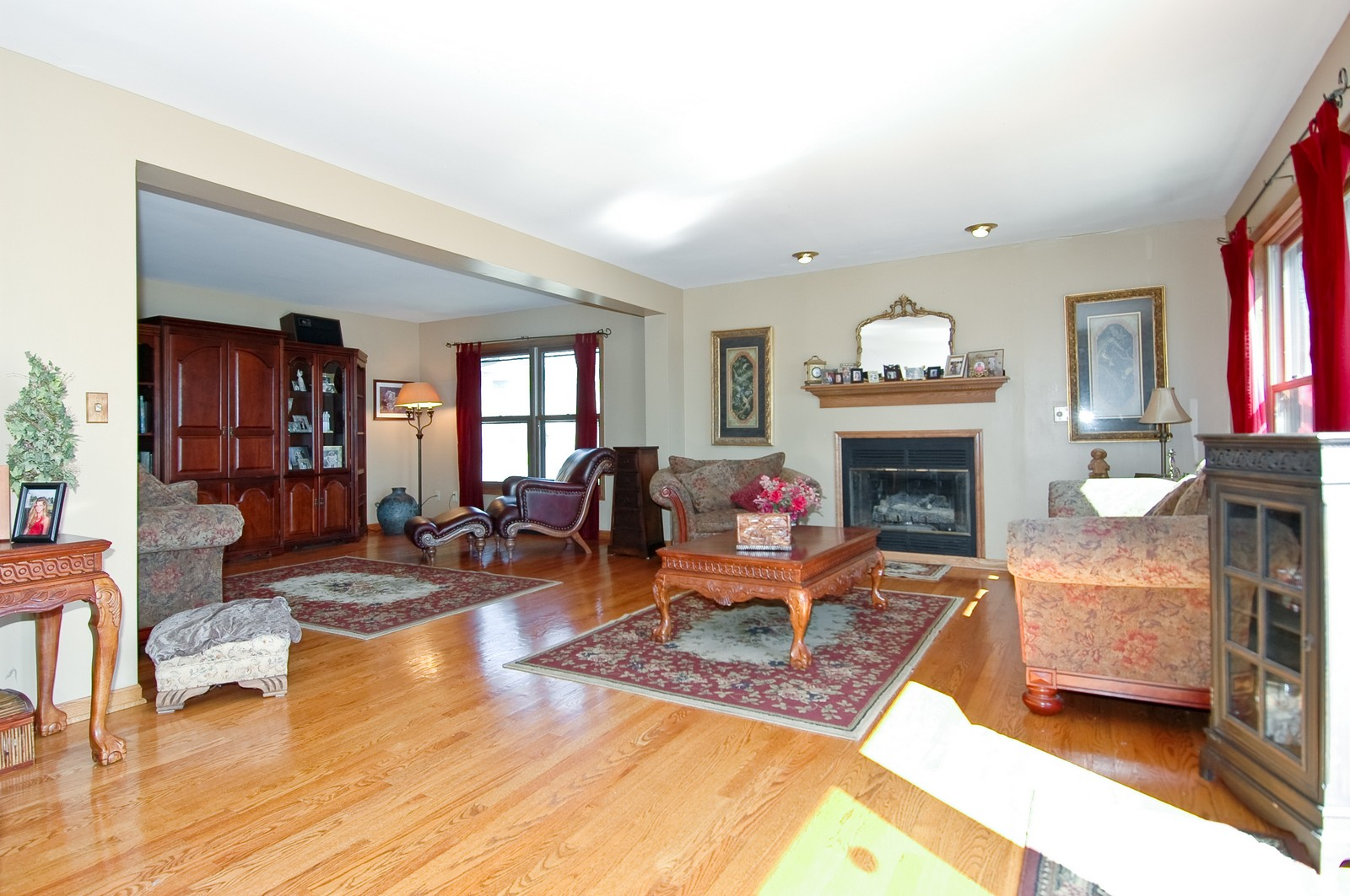 Real Estate Photography - 6106 S Kilkenny, Crystal Lake, IL, 60014 - Family Room