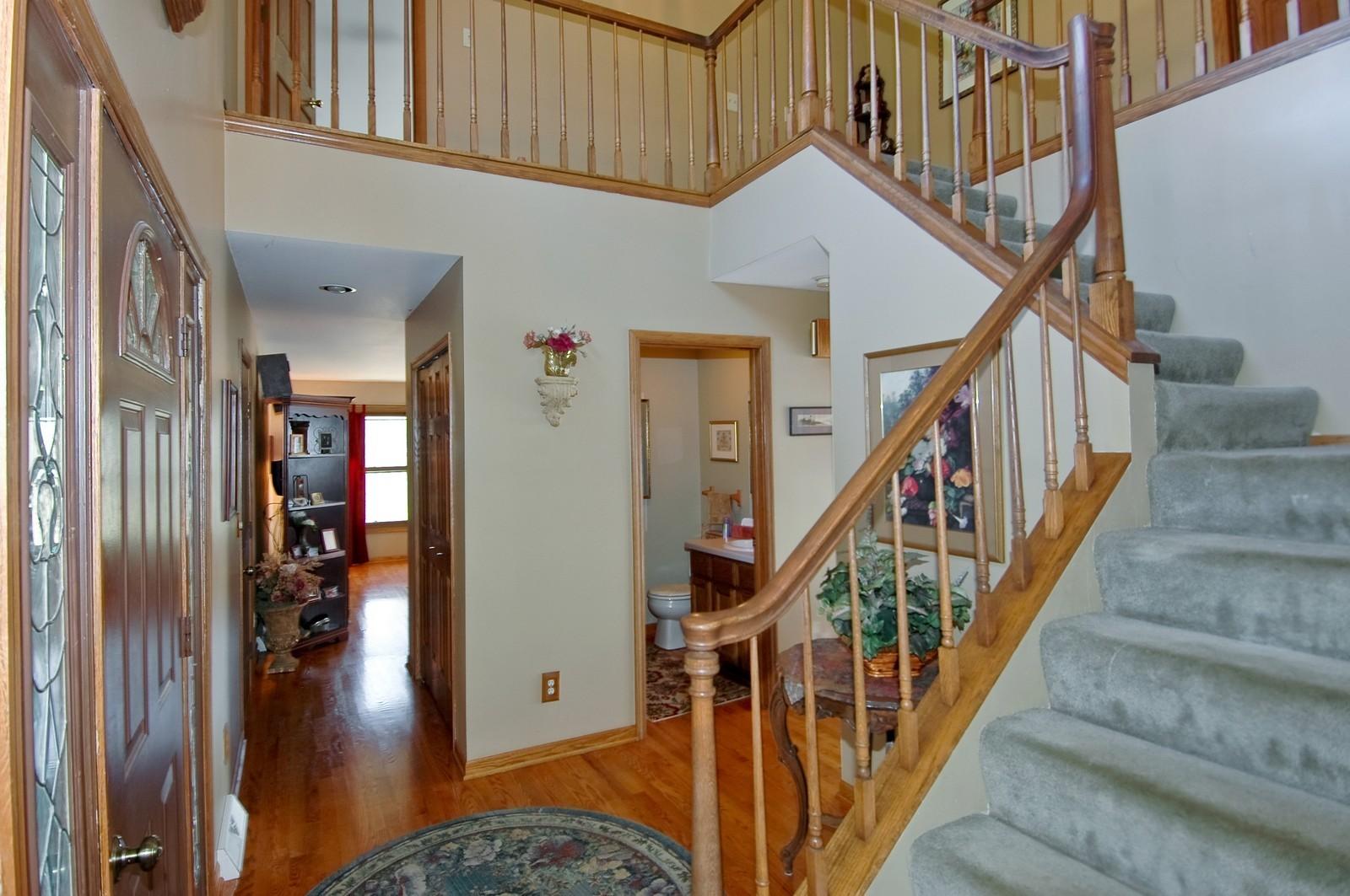 Real Estate Photography - 6106 S Kilkenny, Crystal Lake, IL, 60014 - Foyer