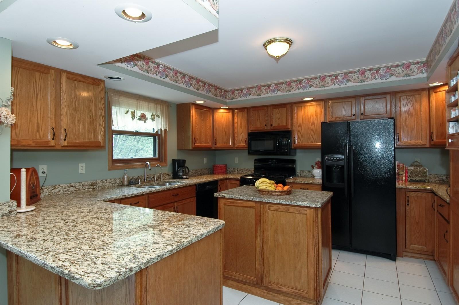 Real Estate Photography - 6106 S Kilkenny, Crystal Lake, IL, 60014 - Kitchen