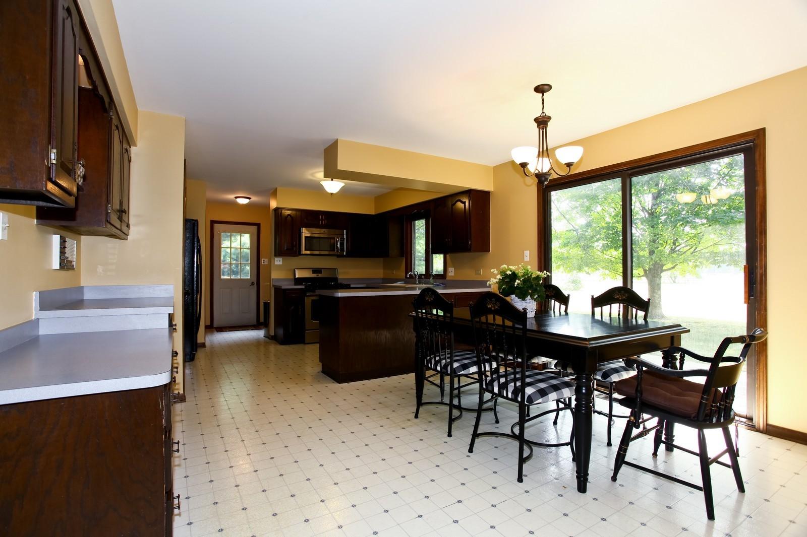 Real Estate Photography - 5N300 Sundance, Saint Charles, IL, 60175 - Kitchen / Breakfast Room