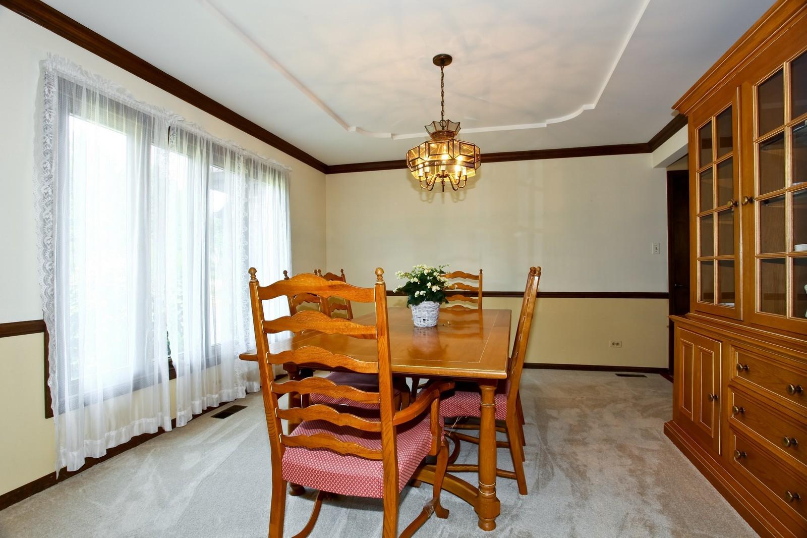 Real Estate Photography - 5N300 Sundance, Saint Charles, IL, 60175 - Dining Room