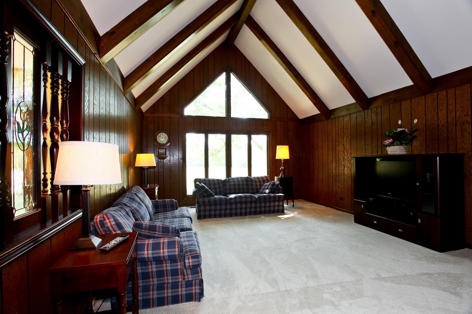 Real Estate Photography - 5N300 Sundance, Saint Charles, IL, 60175 - Family Room