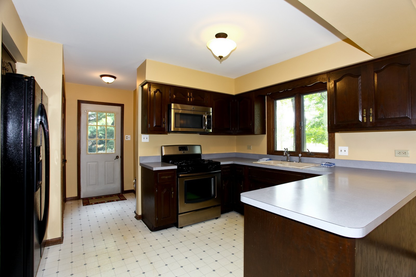 Real Estate Photography - 5N300 Sundance, Saint Charles, IL, 60175 - Kitchen