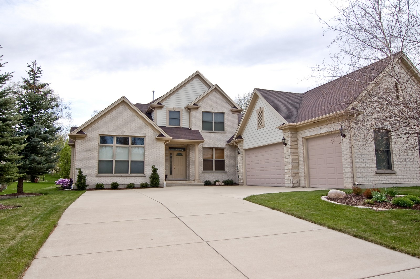 Real Estate Photography - 745 Ceresia, Crystal Lake, IL, 60014 - Side View