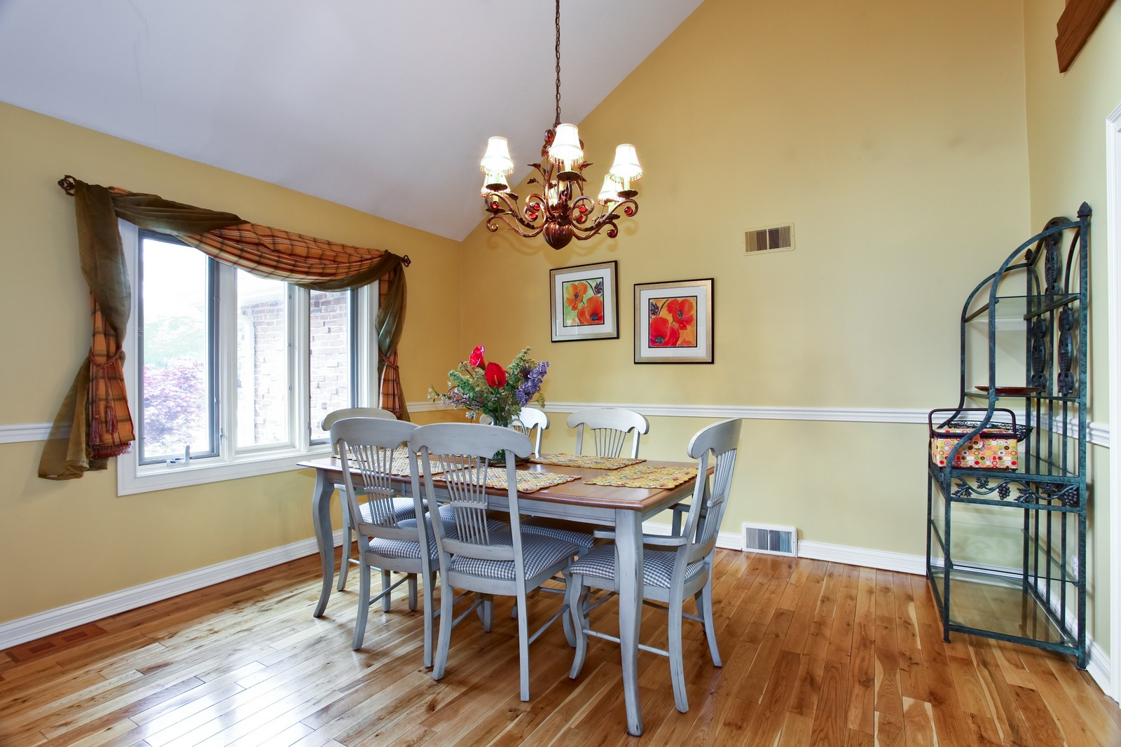 Real Estate Photography - 74 Highgate Ct, St. Charles, IL, 60174 - Dining Room