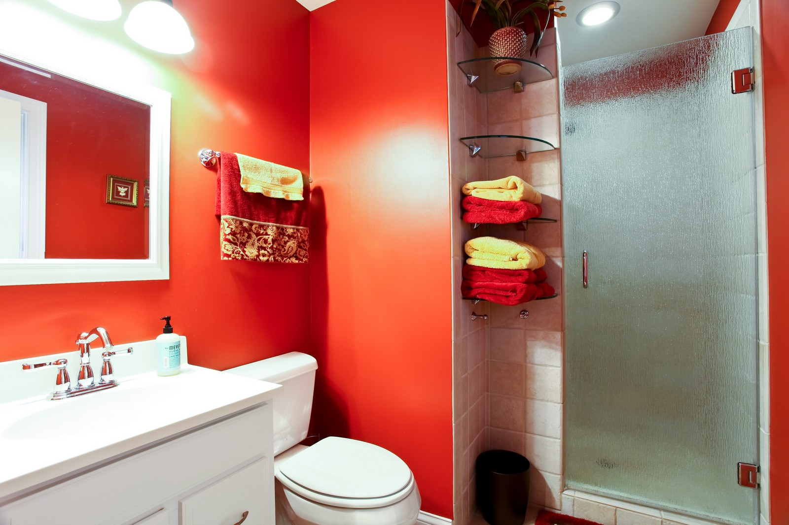 Real Estate Photography - 74 Highgate Ct, St. Charles, IL, 60174 - Bathroom
